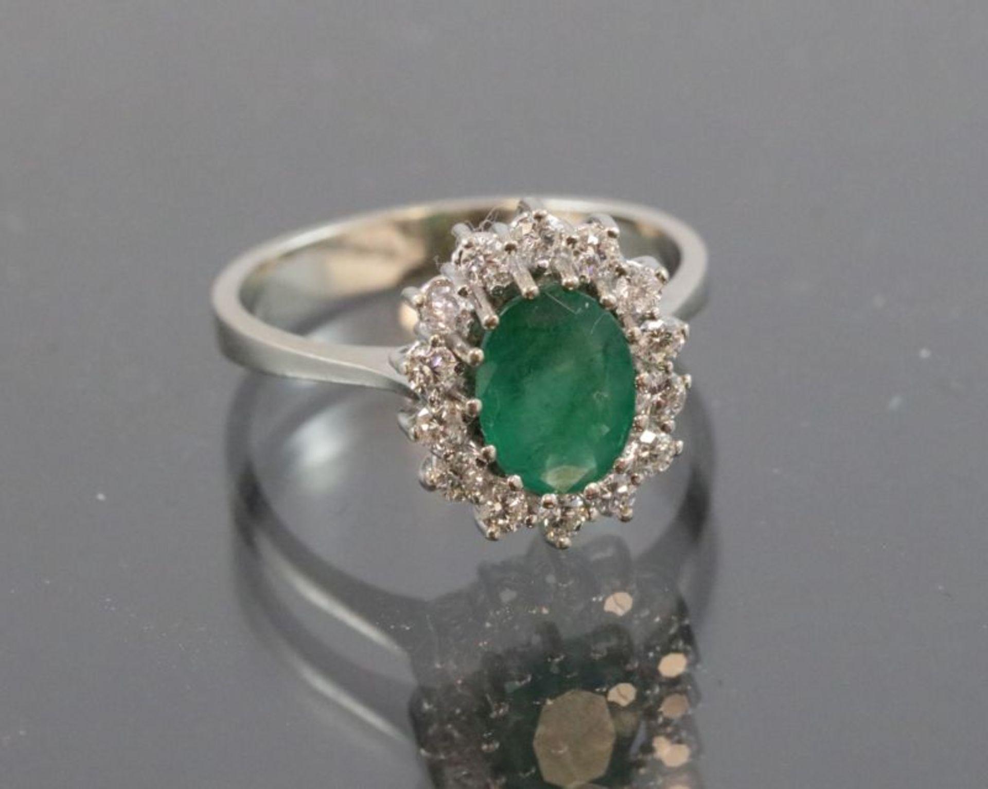 Los 50 - Smaragd-Brillant-Ring, 585 Weißgold3,5 Gramm 14 Brillanten, 0,36 ct., Ringgröße: 53Smaragd ca. 1