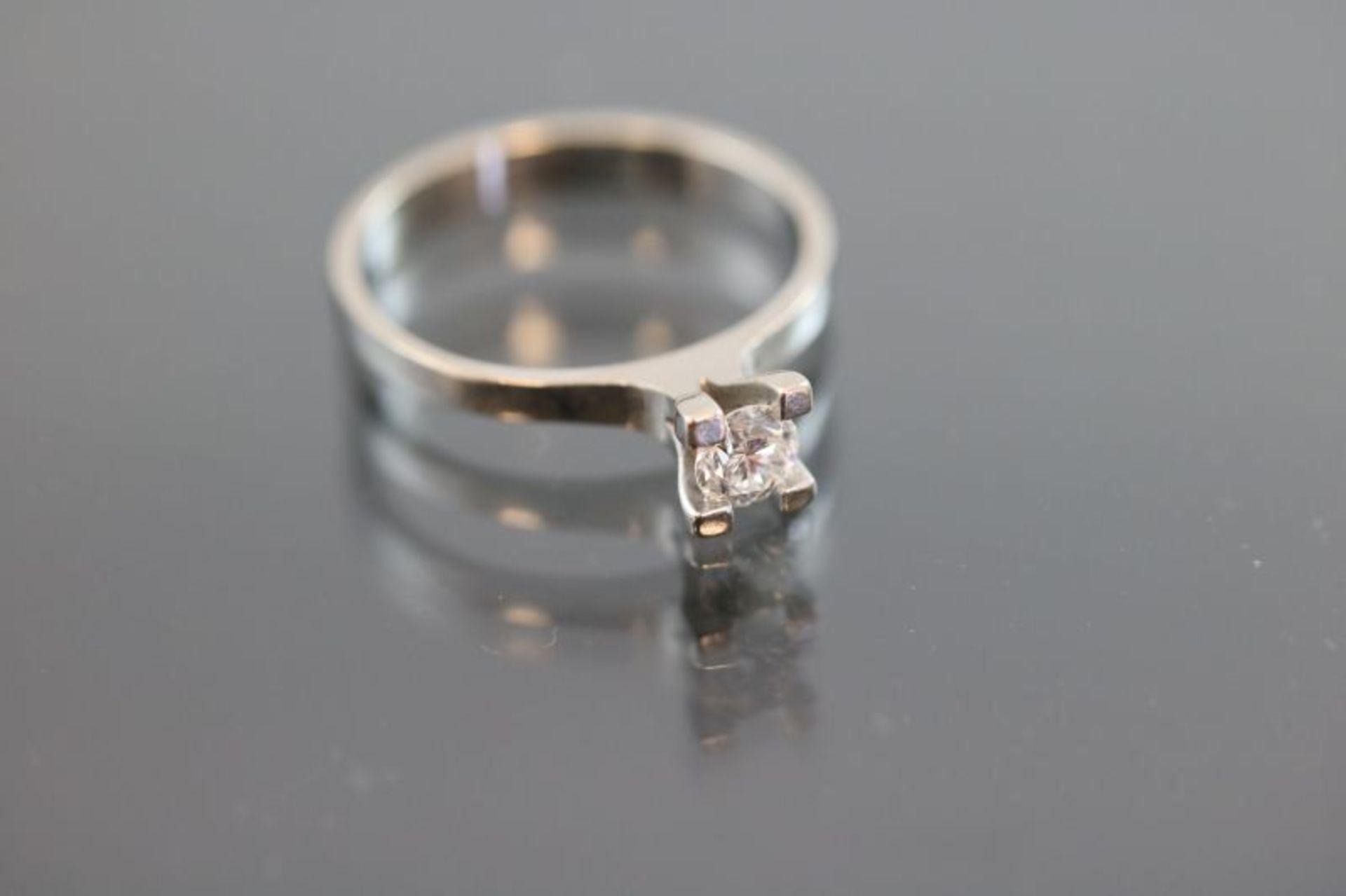 Los 20 - Brillant-Ring, 750 Weißgold2,62 Gramm 1 Brillant, 0,20 ct., w/si. Ringgröße: 52