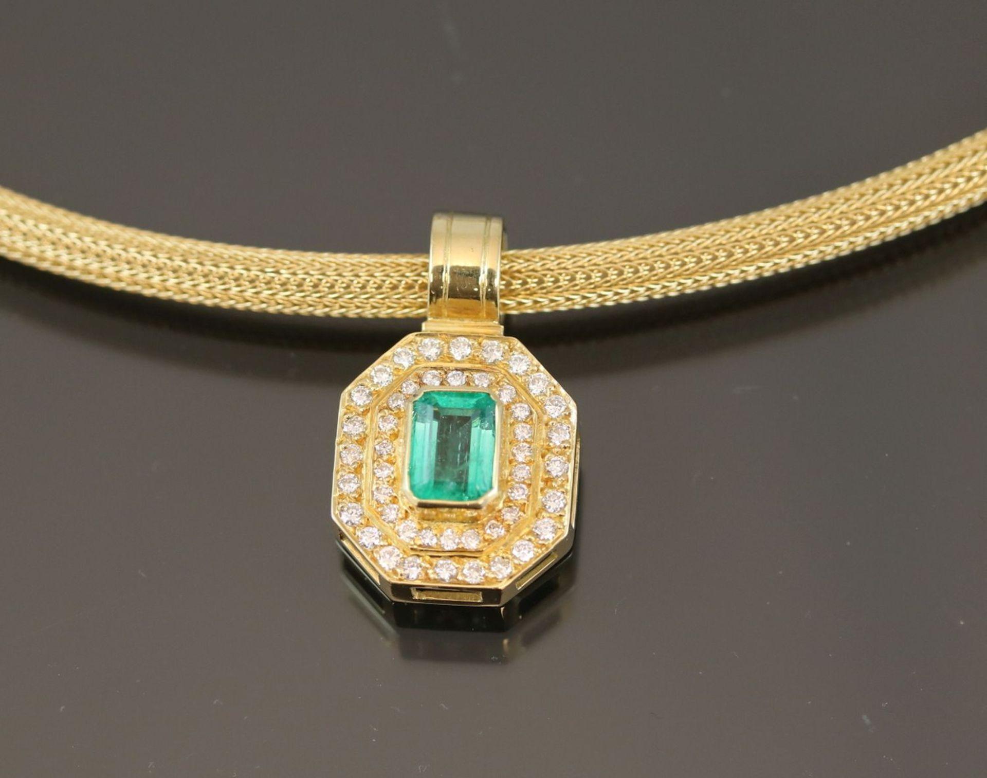 Los 54 - Smaragd-Brillant-Set, 750 Gelbgold34,9 Gramm Brillanten, 1,14 ct., tw/vvsi. Set besteht aus einem