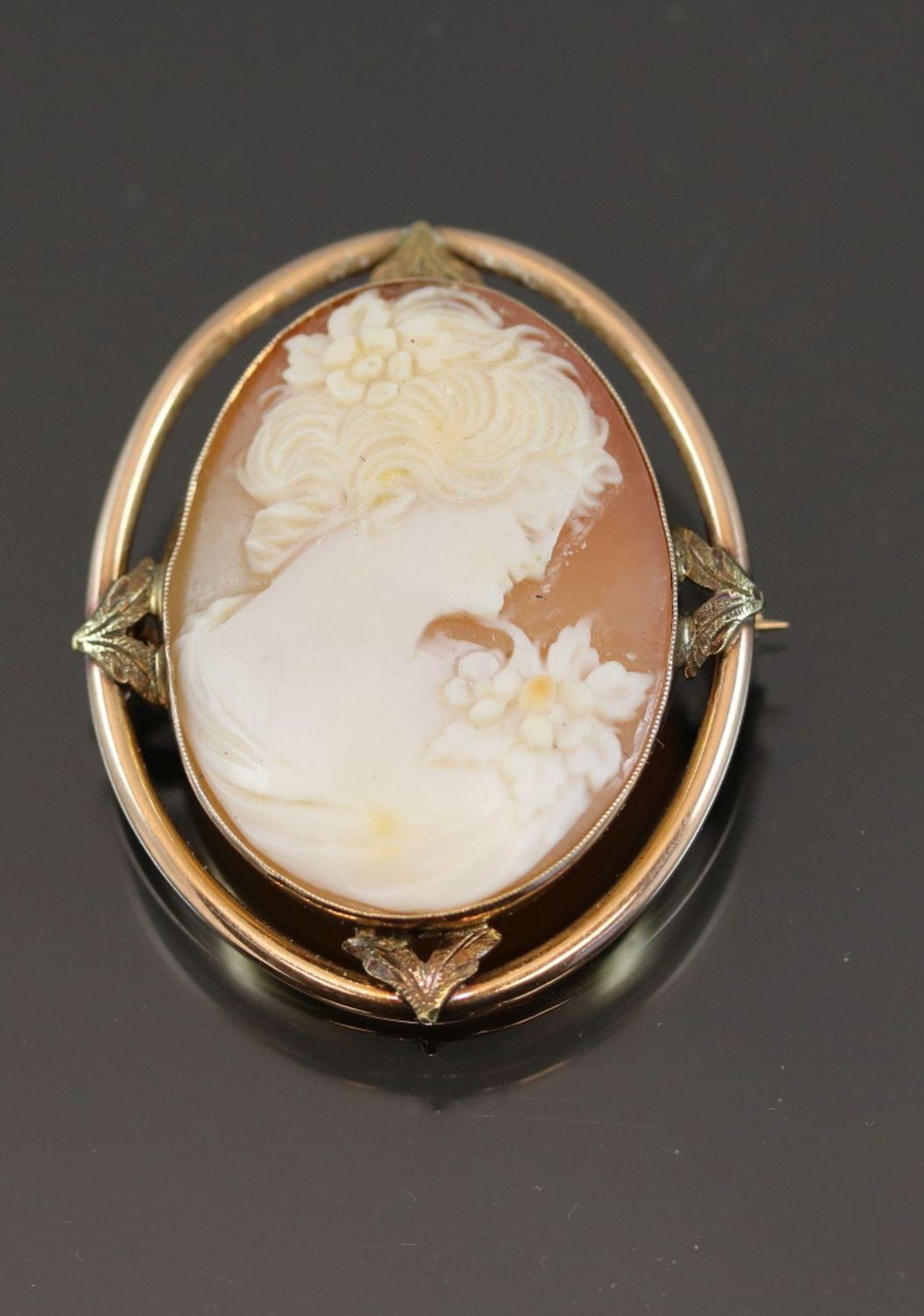 Gemme-Brosche, 375 Gold5,8 Gramm Breite: 3,1 cm, Länge: 3,6 cm
