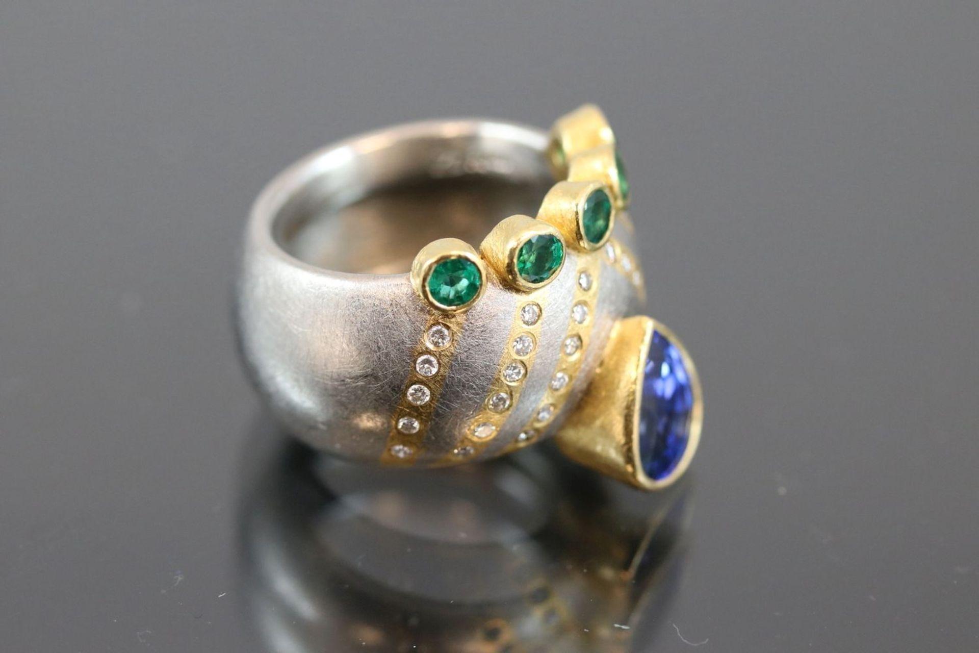 Los 49 - Zobel-Saphir-Smaragd-Brillant-Ring, 950 PD/Gold20.8 Gramm 34 Brillanten, 0,34 ct., w/si.