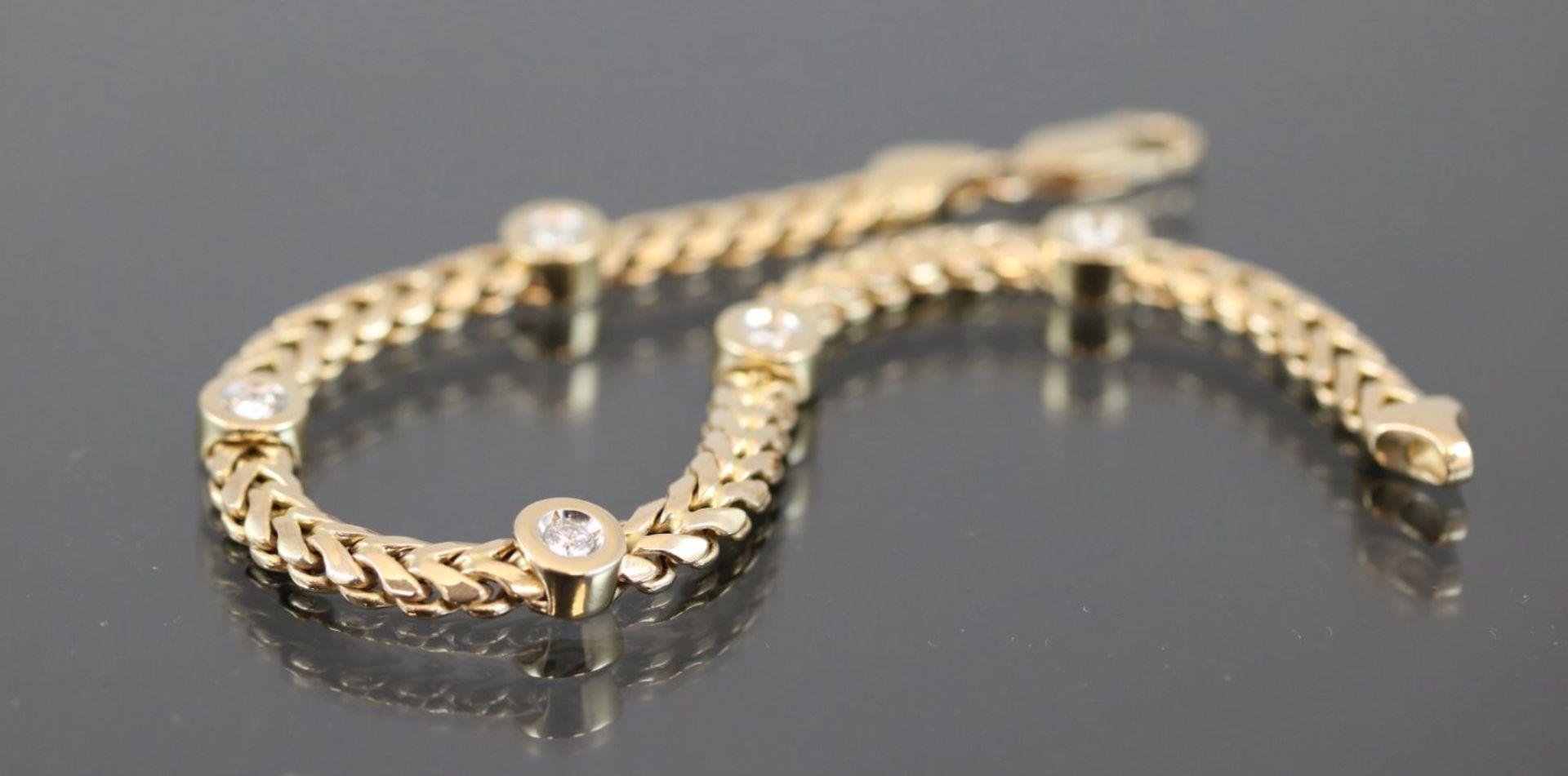Los 56 - Brillant-Armband, 585 Gelbgold12,2 Gramm 5 Brillanten, 0,60 ct., tw/vsi. Länge: 21 cm Schätzpreis: