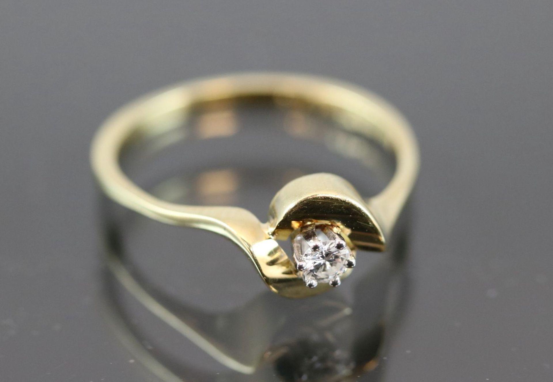 Los 3 - Brillant-Ring, 585 Gelbgold2,3 Gramm 1 Brillant, 0,09 ct., w/si. Ringgröße: 53Schätzpreis: 600,-