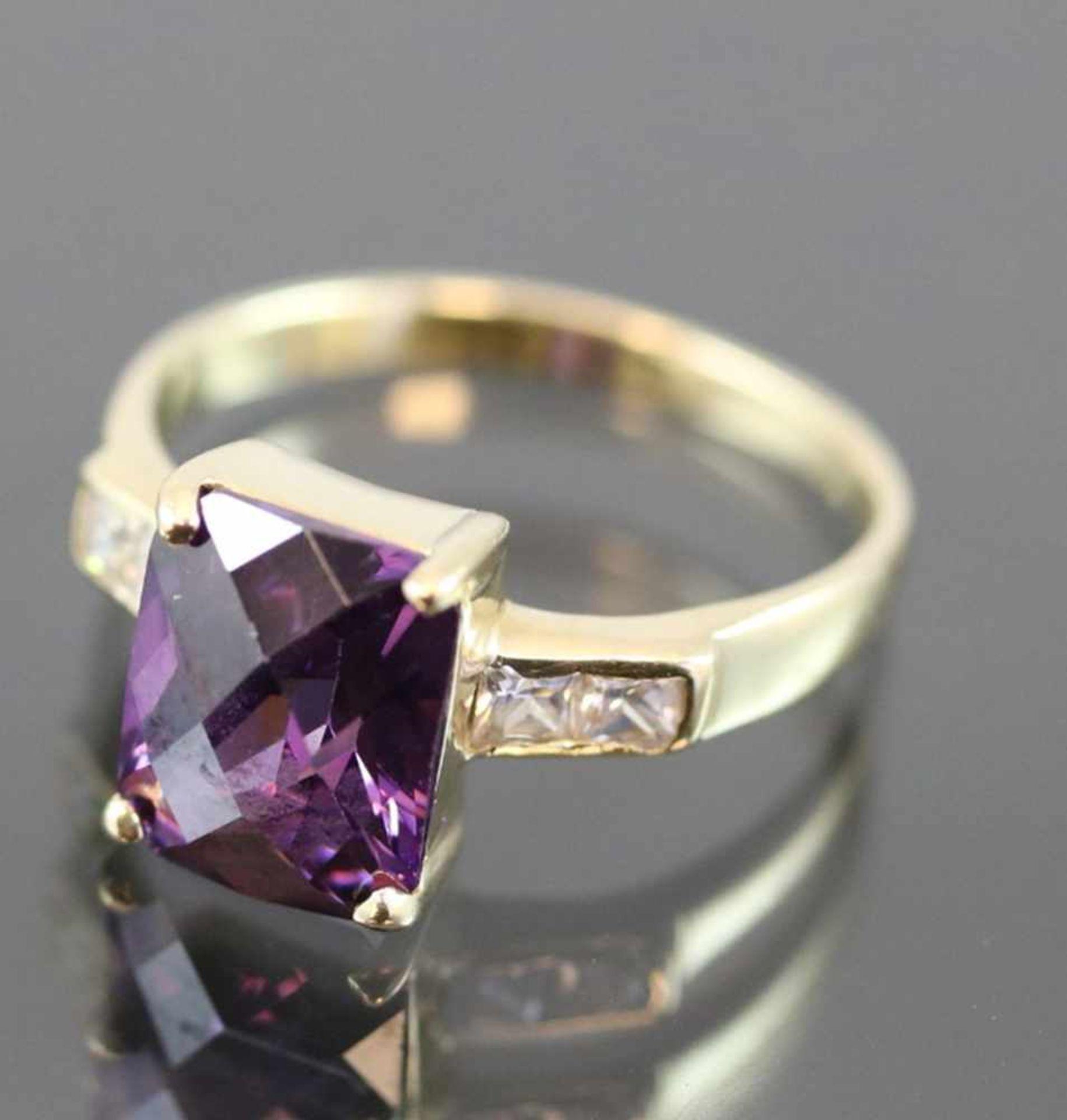 Amethyst-Ring, 585 Gold4,4 Gramm Ringgröße: 56Schätzpreis: 800,-
