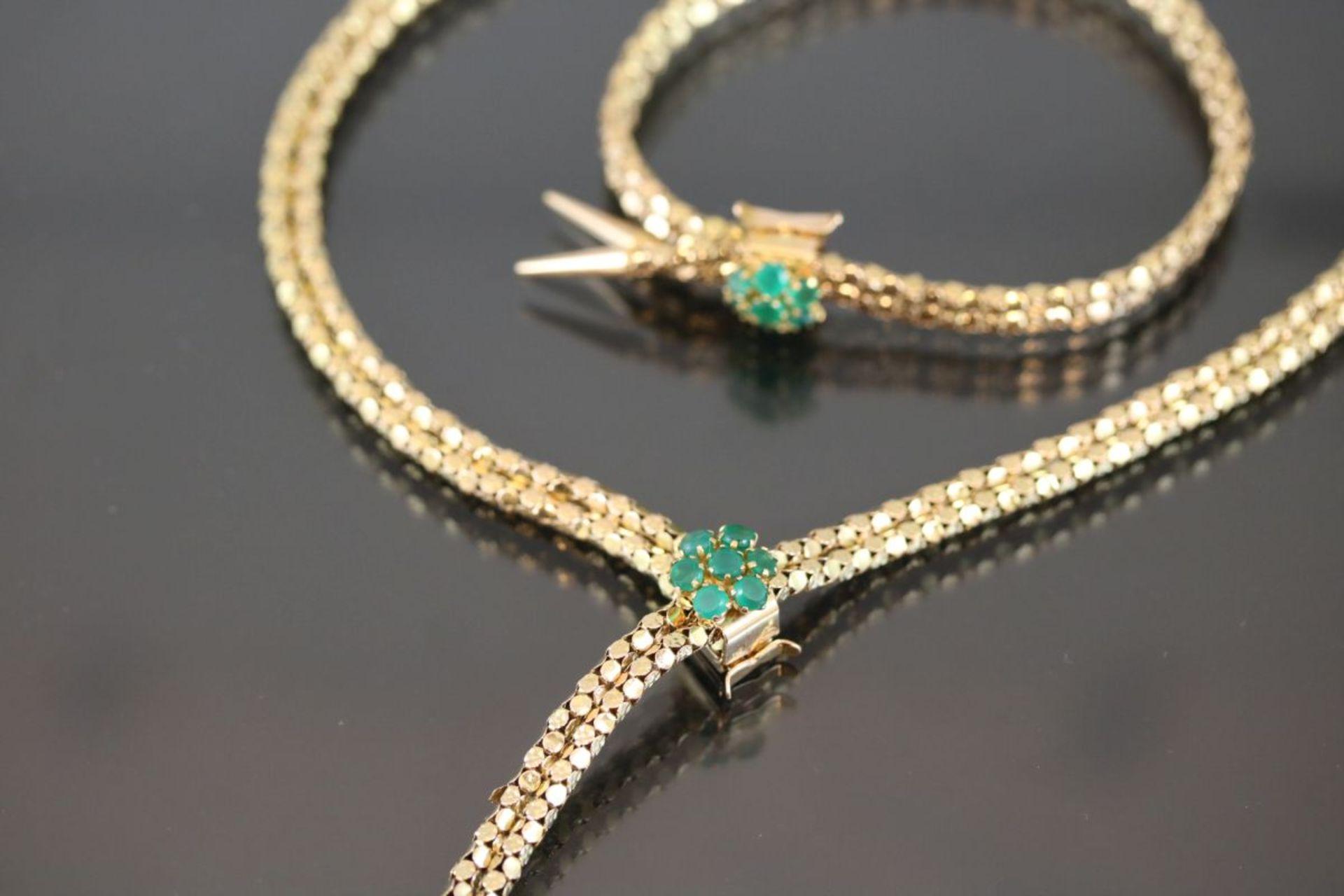 Smaragd-Set, 585 Gold37,77 Gramm 14 Smaragde, Set bestehend aus Armband und Collier.Schätzpreis: