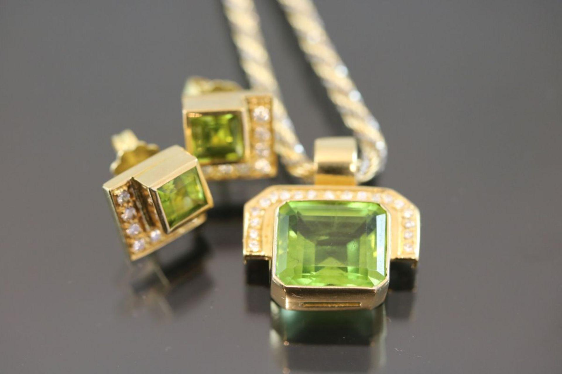 Peridot-Brillant-Set, 750 Gelbgold28,7 Gramm 32 Brillanten, 0,46 ct., tw/vvsi. Schätzpreis: 4000,- - Bild 2 aus 3