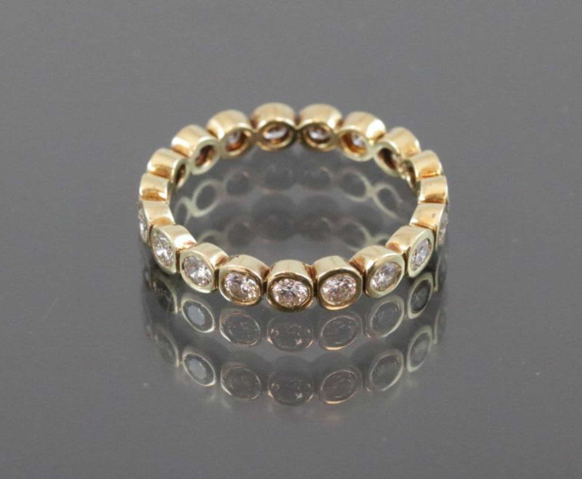 Brillant-Ring, 585 Gelbgold2,6 Gramm Brillanten, 1 ct., w/si. Ringgröße: 53Schätzpreis: 3300,-