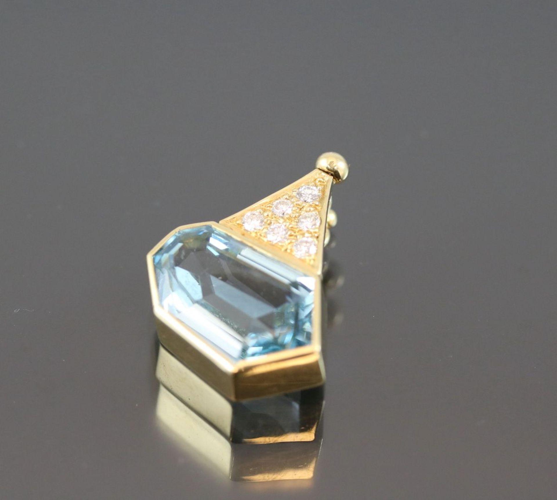 Aquamarin-Brillant-Anhänger, 750 Gelbgold5,9 Gramm 6 Brillanten, 0,24 ct., tw/vsi. 1 Aquamarin 7,