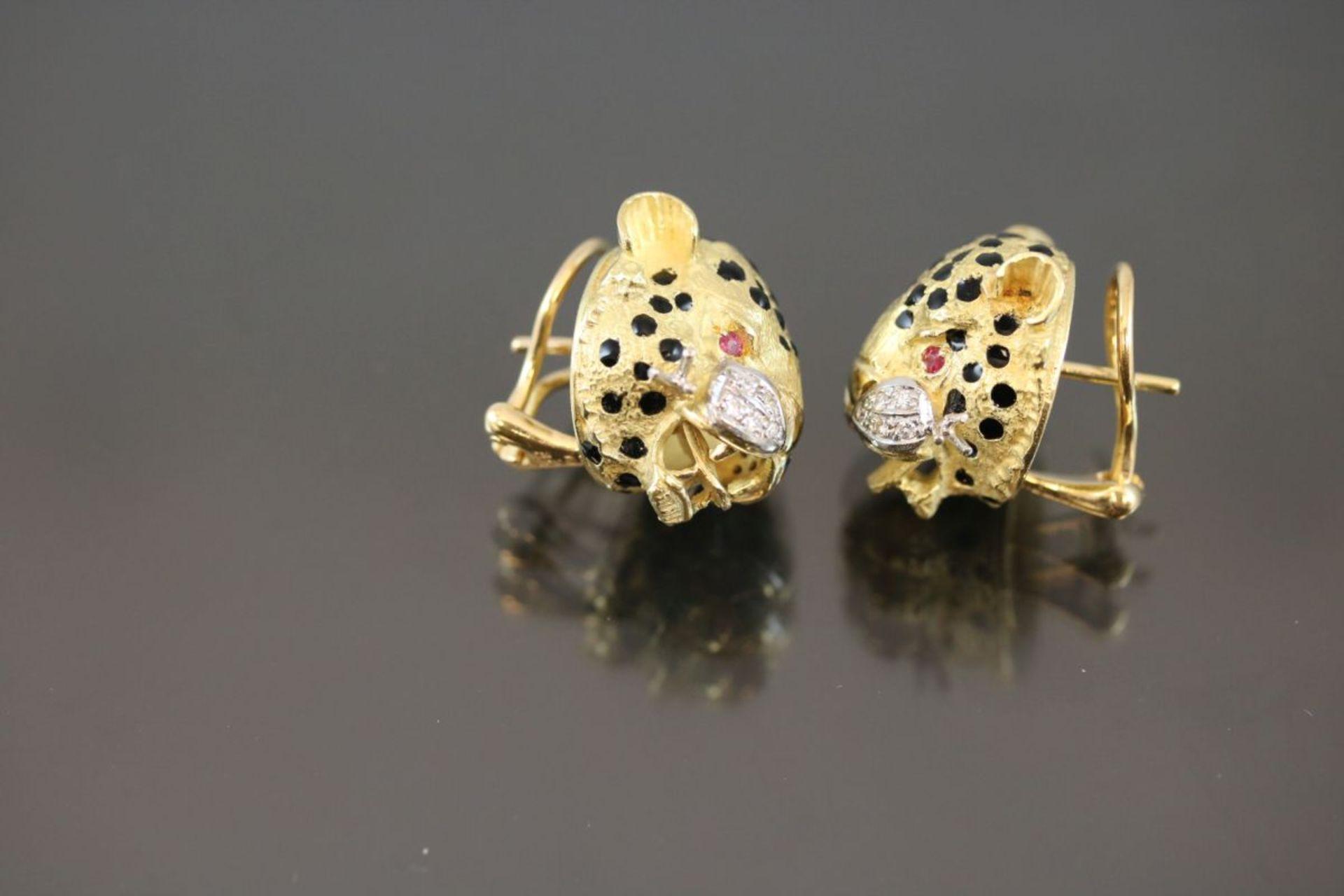 Leoparden-Ohrstecker, 750 Gold25,57 Gramm 20 Brillanten, 0,20 ct., w/p1. Augen sind mit Rubine - Bild 2 aus 2