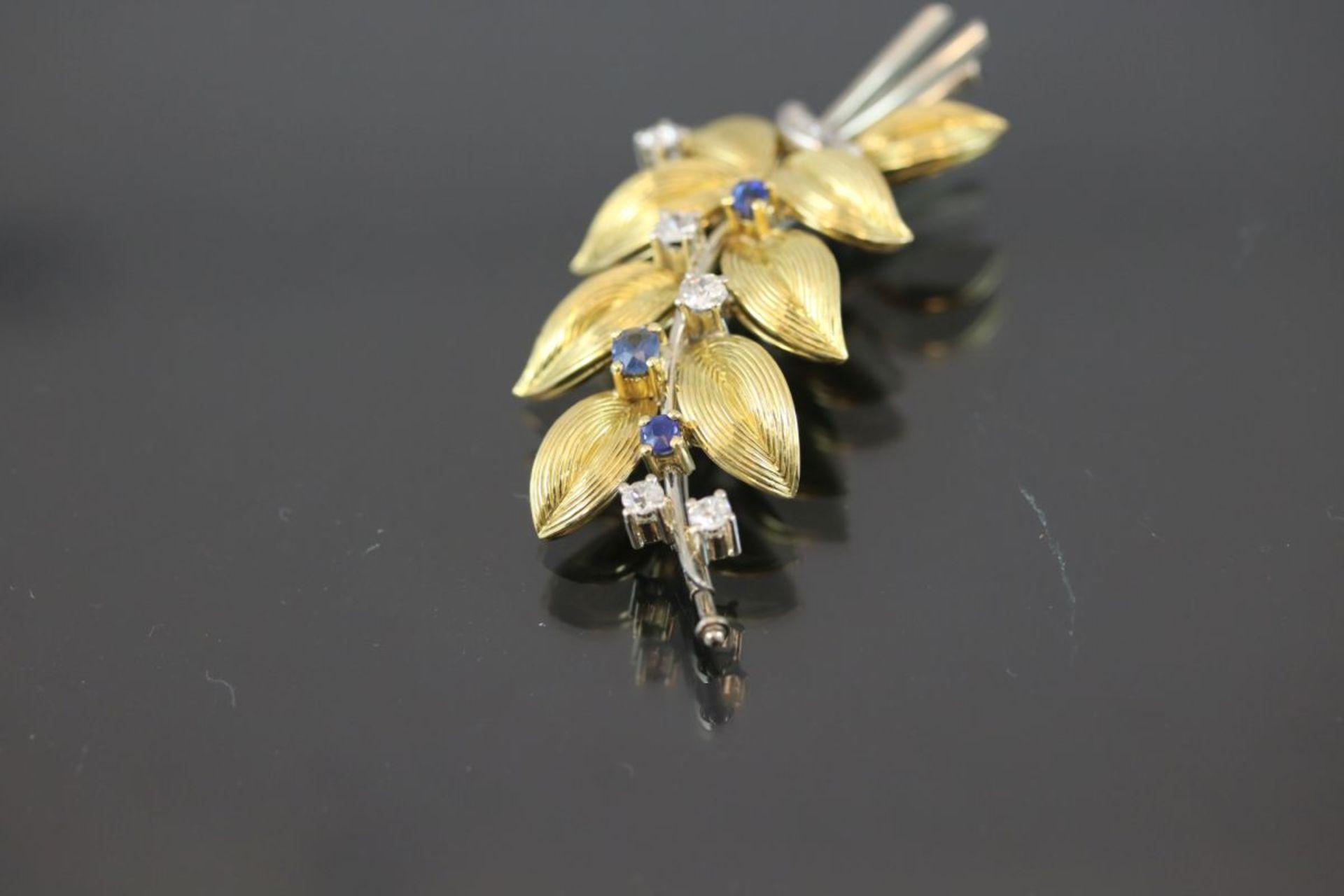 Saphir-Diamant-Brosche, 750 Gold15,6 Gramm 6 Diamanten, ca. 0,60 ct., tc/p1. Schätzpreis: 2000,- - Bild 3 aus 3