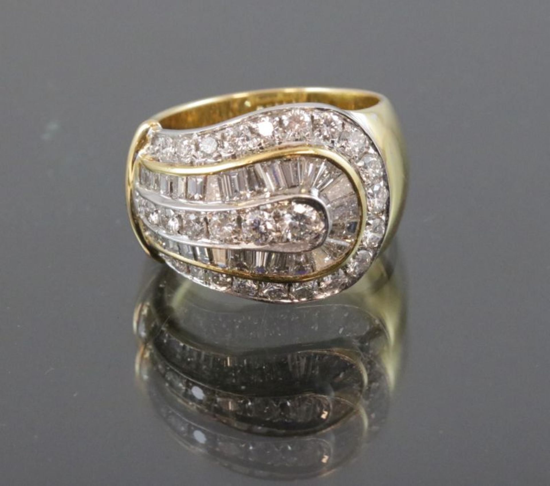 Brillant-Ring, 750 Gelbgold13 Gramm Brillanten/Diamanten, 2,89 ct., w/vsi. Ringgröße: 56Schätzpreis: