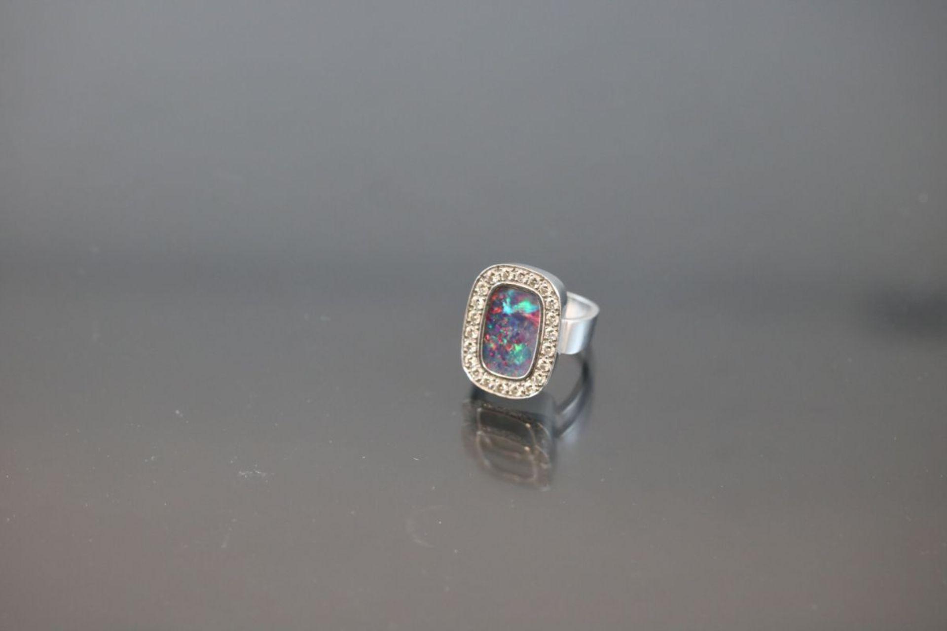 Opal-Brillant-Ring, 750 Weißgold11,3 Gramm 22 Brillanten, 0,66 ct., tw/vsi. Ringgröße: