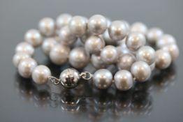 Perlenkette, Magnetverschluß65,3 Gramm Länge: 45 cm Perlendurchmesser: 10,5 mm