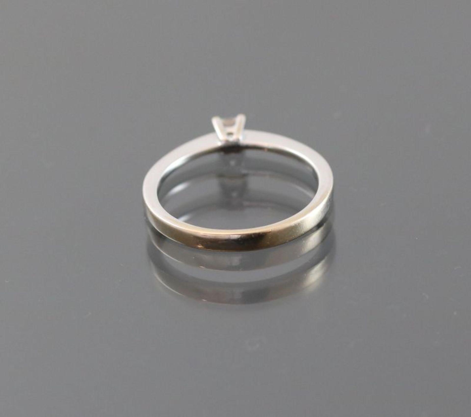 Diamant-Ring, 750 Weißgold2,5 Gramm 1 Diamantcarre, 0,15 ct., Ringgröße: 53,5Schätzpreis: 700,- - Bild 3 aus 3