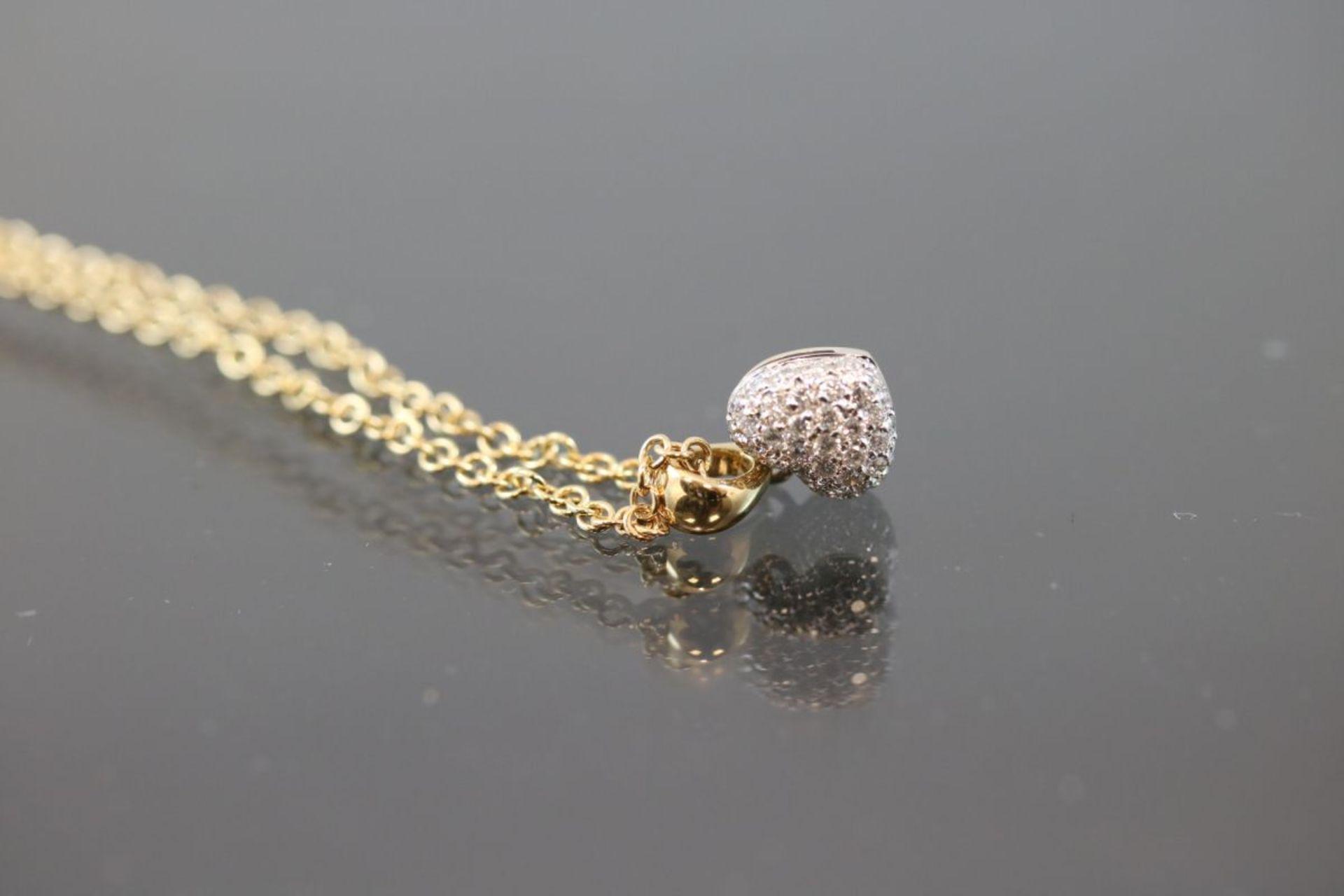 Brillant-Herzanhänger mit Kette, 750 Gold5,2 Gramm Länge: 42 cm Schätzpreis: 2400,- - Bild 2 aus 3