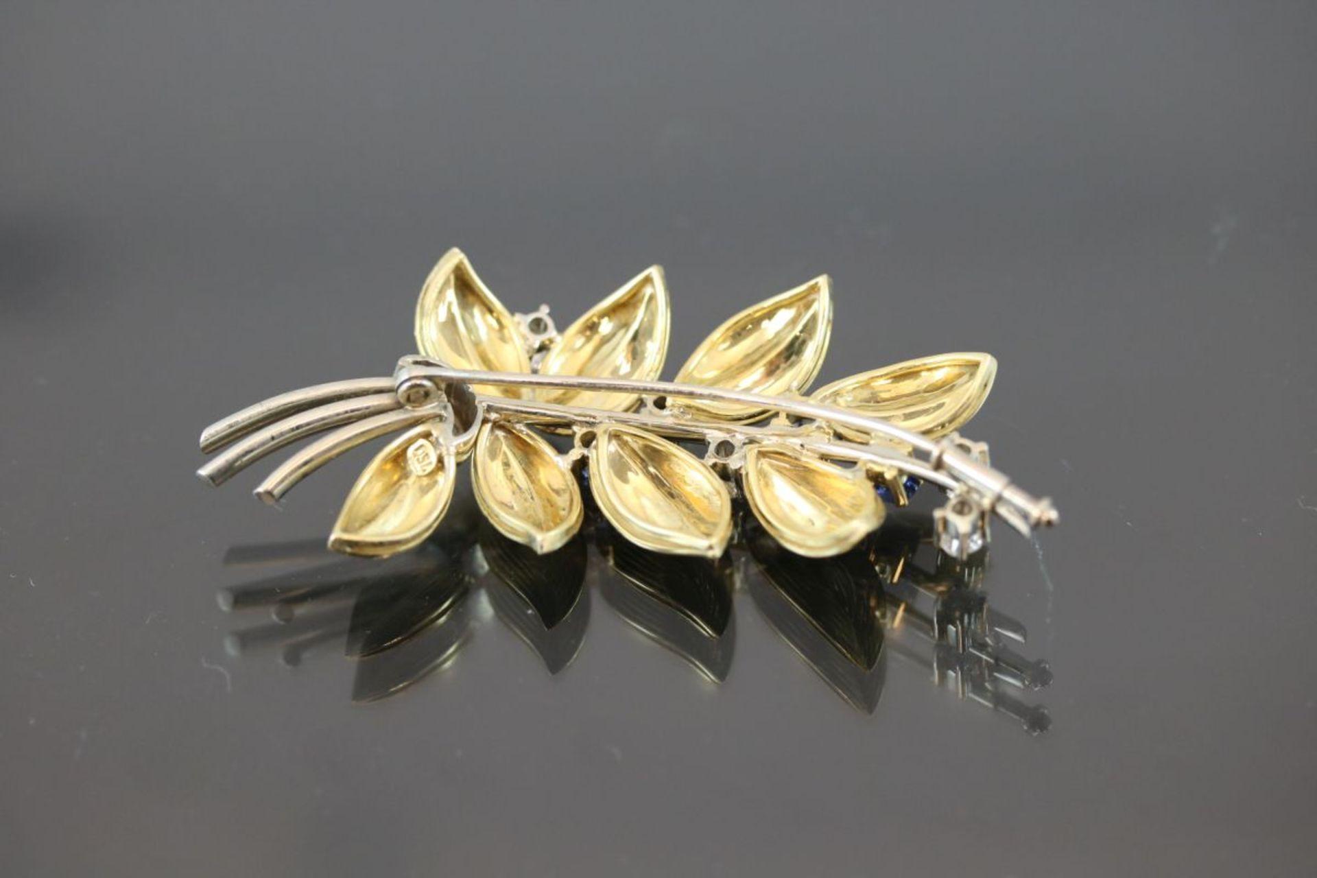 Saphir-Diamant-Brosche, 750 Gold15,6 Gramm 6 Diamanten, ca. 0,60 ct., tc/p1. Schätzpreis: 2000,- - Bild 2 aus 3
