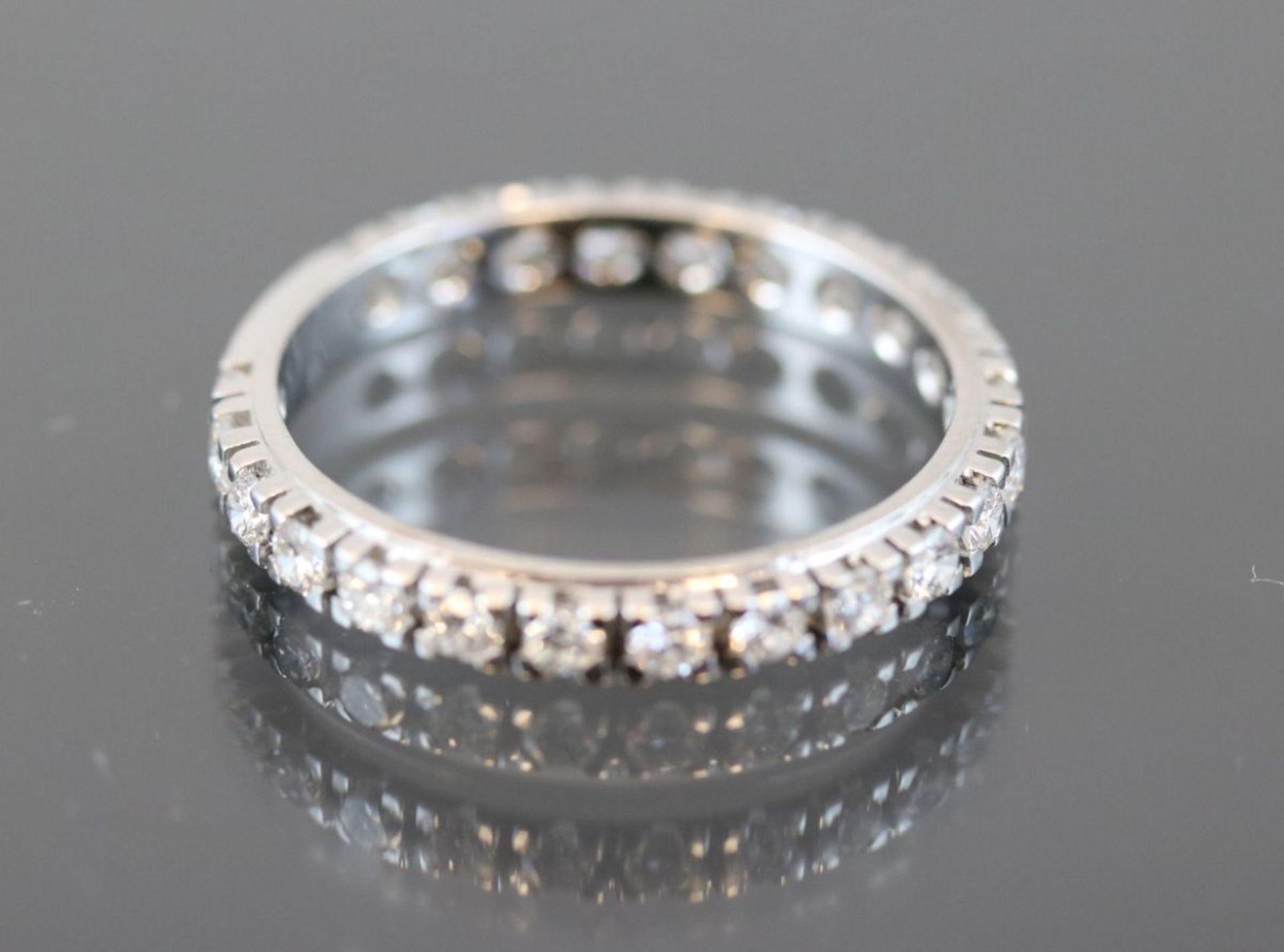 Brillant-Ring, 585 Weißgold3,2 Gramm 23 Brillanten, 1,1 ct., w/si. Ringgröße: 63Schätzpreis: 3300,-