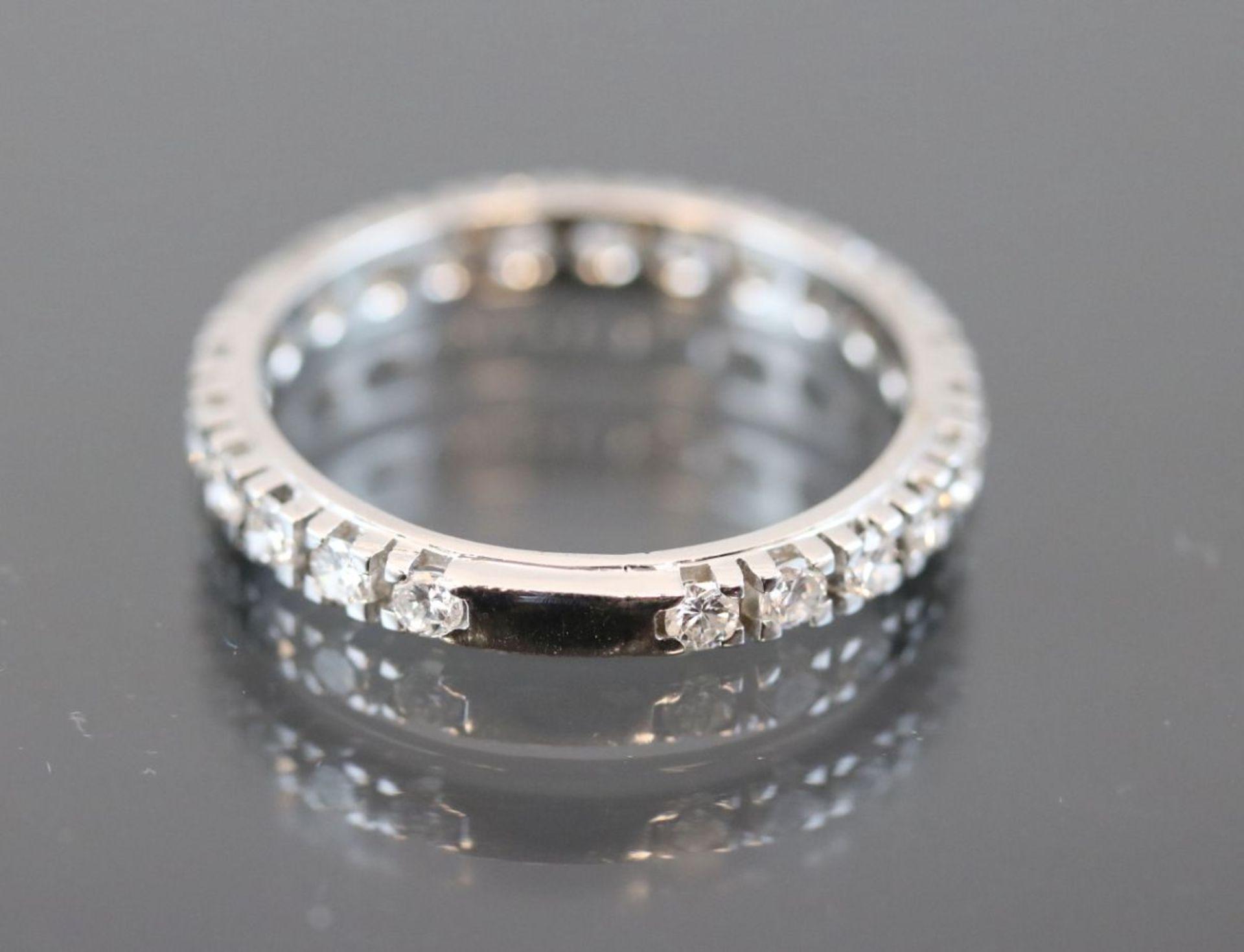 Brillant-Ring, 585 Weißgold3,2 Gramm 23 Brillanten, 1,1 ct., w/si. Ringgröße: 63Schätzpreis: 3300,- - Bild 2 aus 2