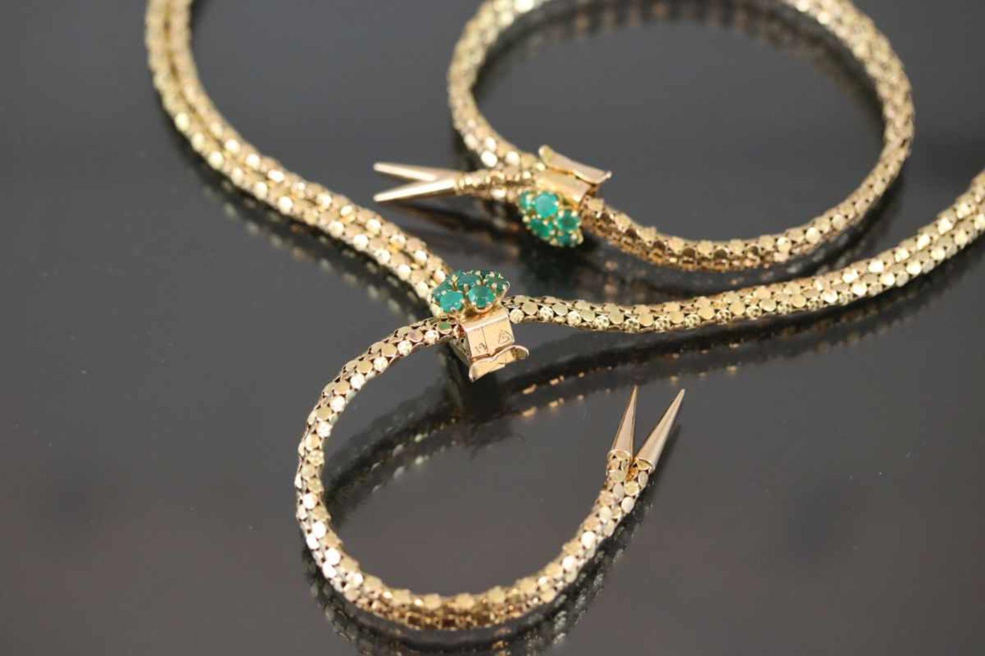 Smaragd-Set, 585 Gold37,77 Gramm 14 Smaragde, Set bestehend aus Armband und Collier.Schätzpreis: - Bild 2 aus 2