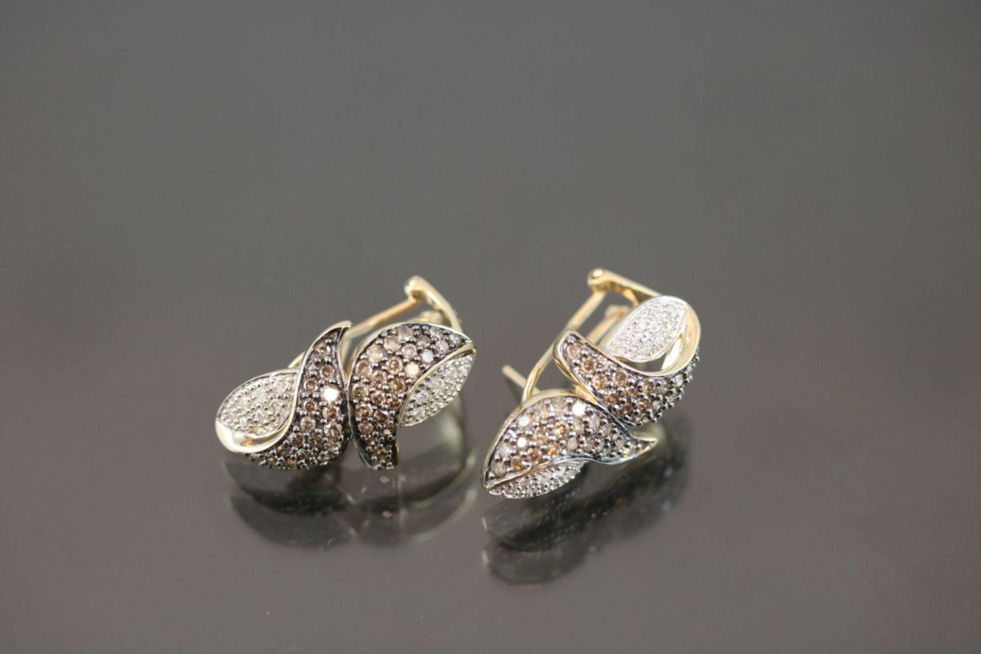 Brillant-Ohrstecker, 585 Gold8,24 Gramm ca. 120 Brillanten, ca. 1 ct., fancy/crystal. Schätzpreis: - Bild 2 aus 3