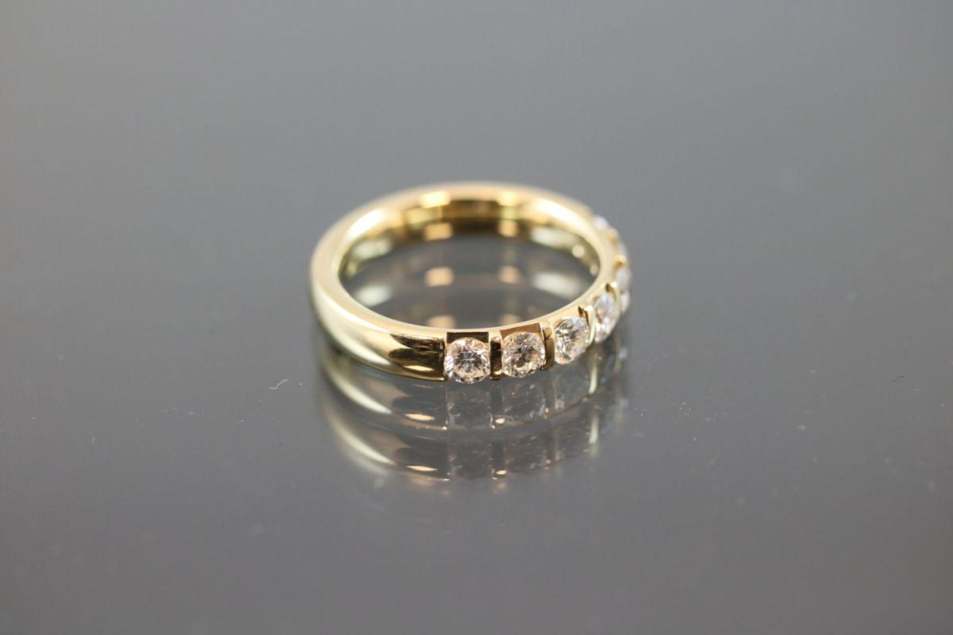 Brillant-Ring, 750 Gold6 Gramm 7 Brillanten, 0,98 ct., tw/vsi. Ringgröße: 55Schätzpreis: 3500,- - Bild 3 aus 3