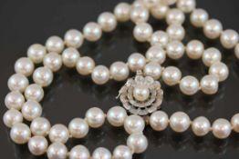 Zuchtperlenkette, 585 Weißgoldverschluß54,5 Gramm Länge: 45 cm Perlendurchmesser: 8,3 mm, sehr feine