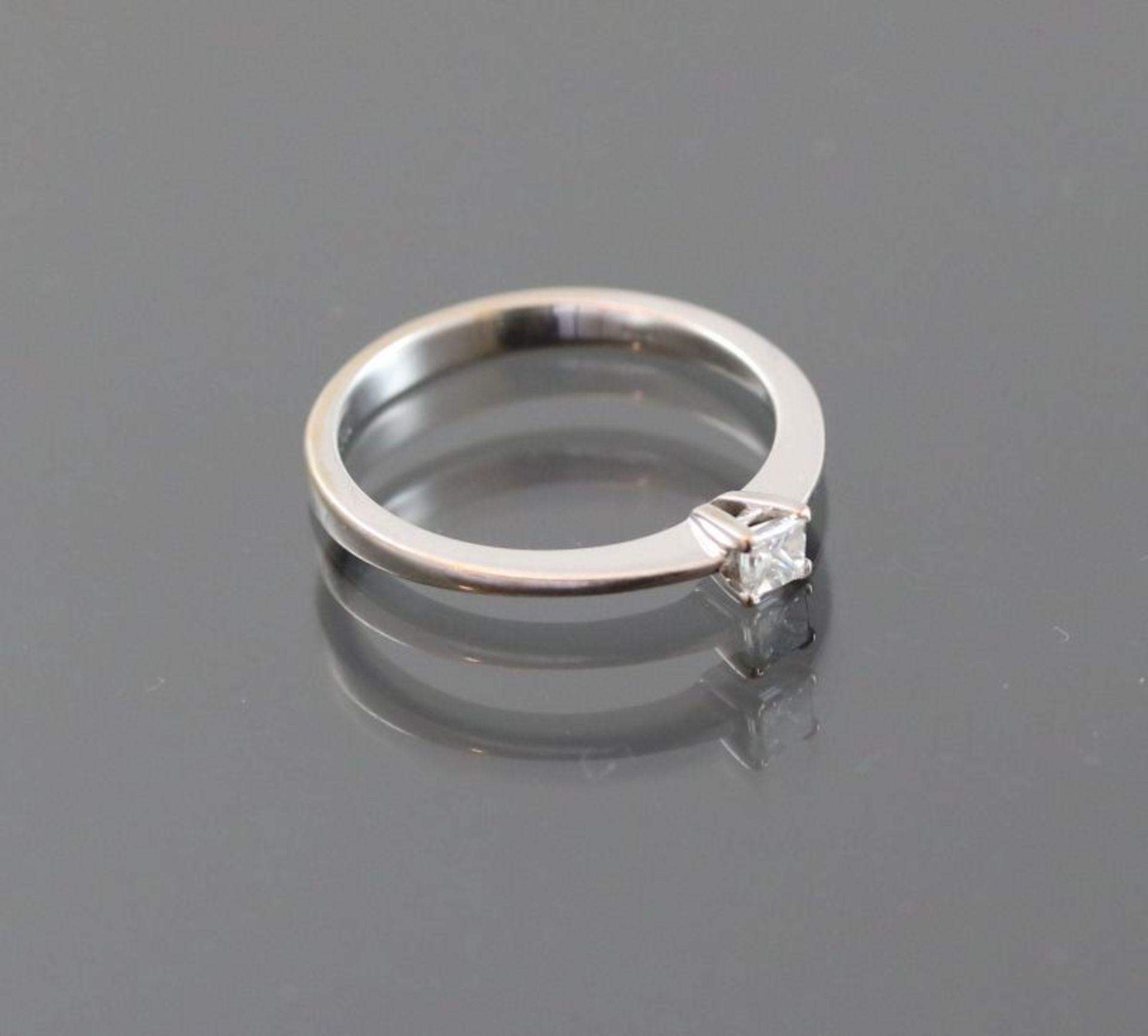 Diamant-Ring, 750 Weißgold2,5 Gramm 1 Diamantcarre, 0,15 ct., Ringgröße: 53,5Schätzpreis: 700,- - Bild 2 aus 3