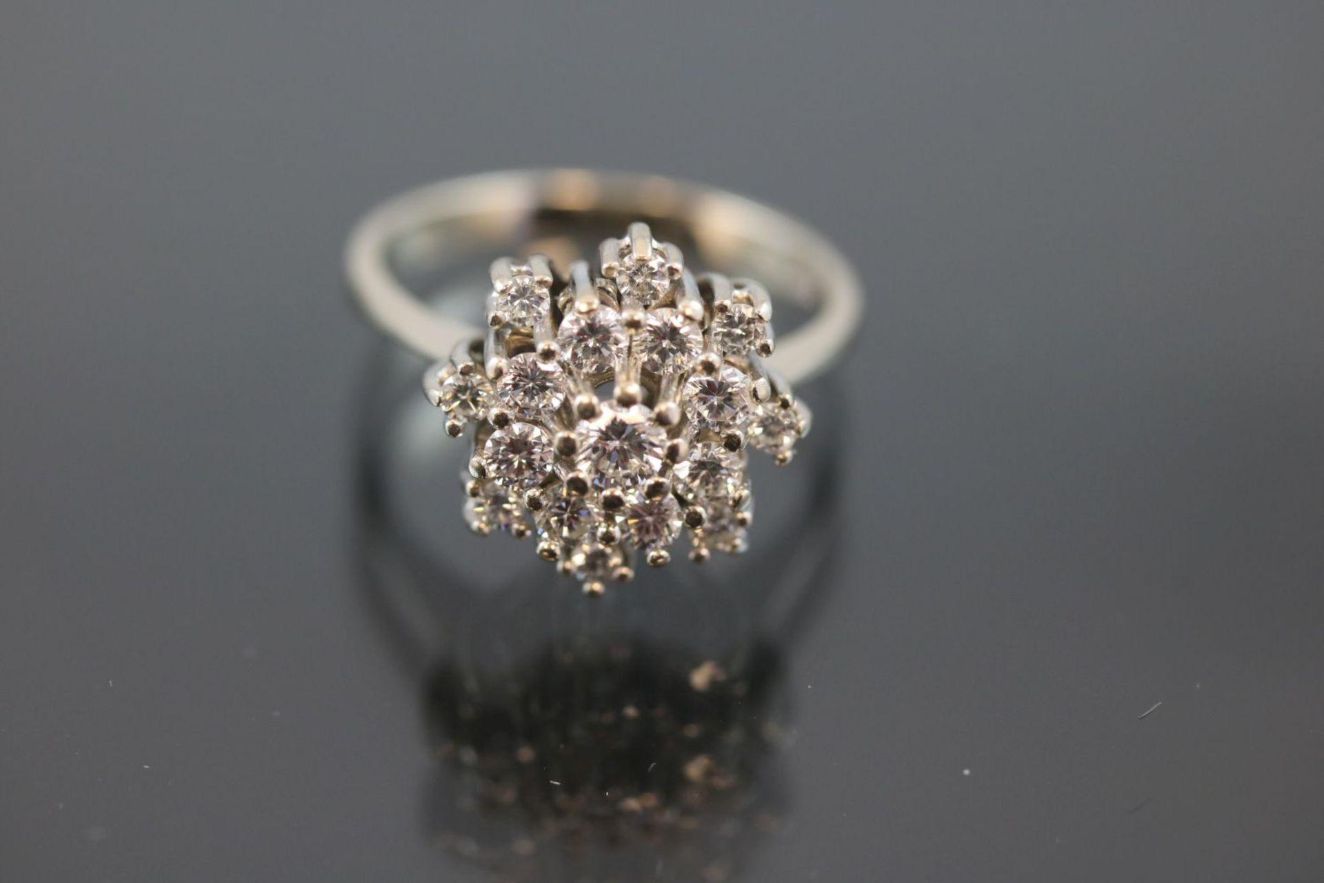 Brillant-Ring, 585 Weißgold5,3 Gramm 17 Brillanten, 1 ct., w/si. Ringgröße: 57Schätzpreis: 2500,-