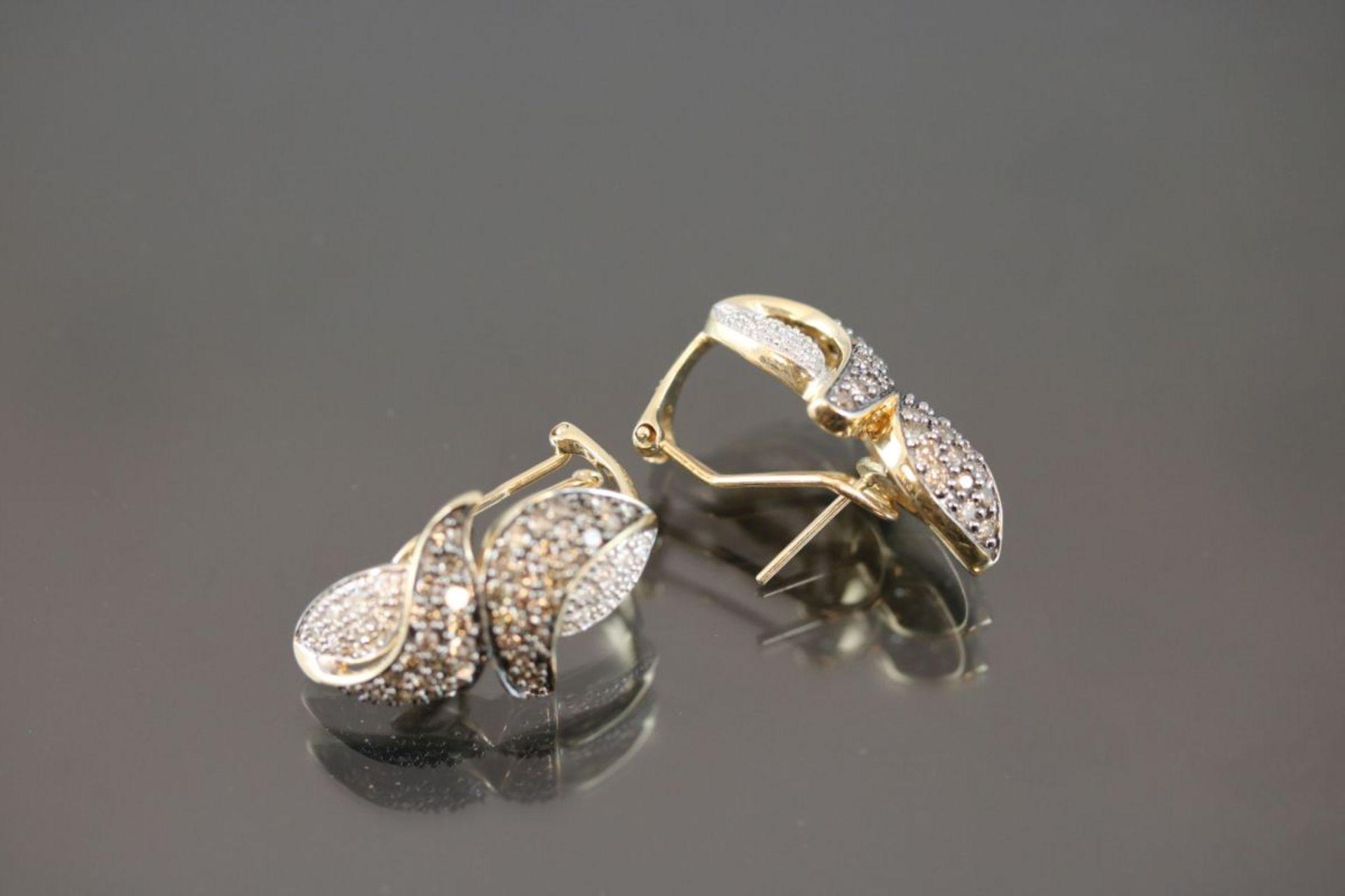 Brillant-Ohrstecker, 585 Gold8,24 Gramm ca. 120 Brillanten, ca. 1 ct., fancy/crystal. Schätzpreis: - Bild 3 aus 3