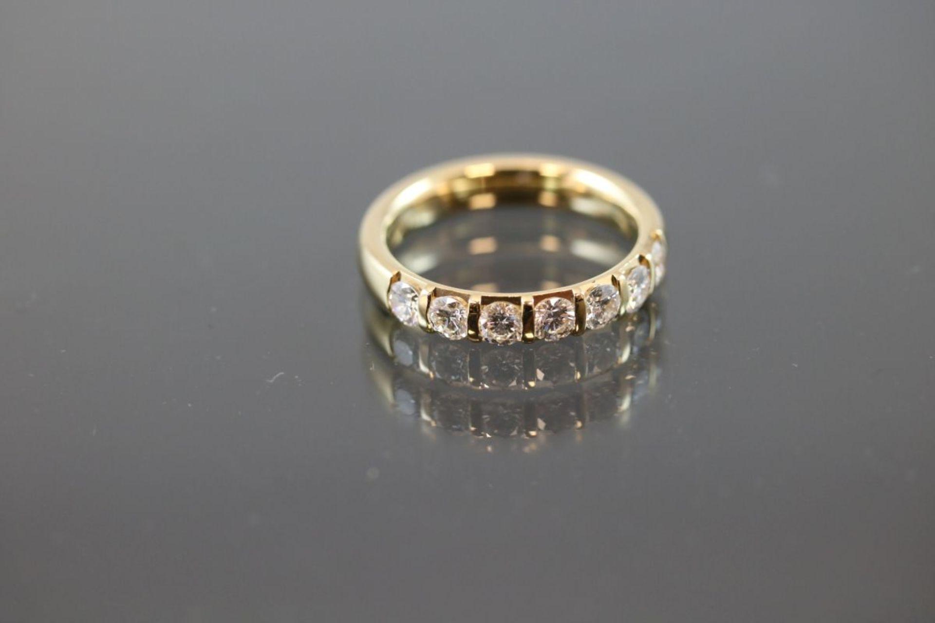 Brillant-Ring, 750 Gold6 Gramm 7 Brillanten, 0,98 ct., tw/vsi. Ringgröße: 55Schätzpreis: 3500,-