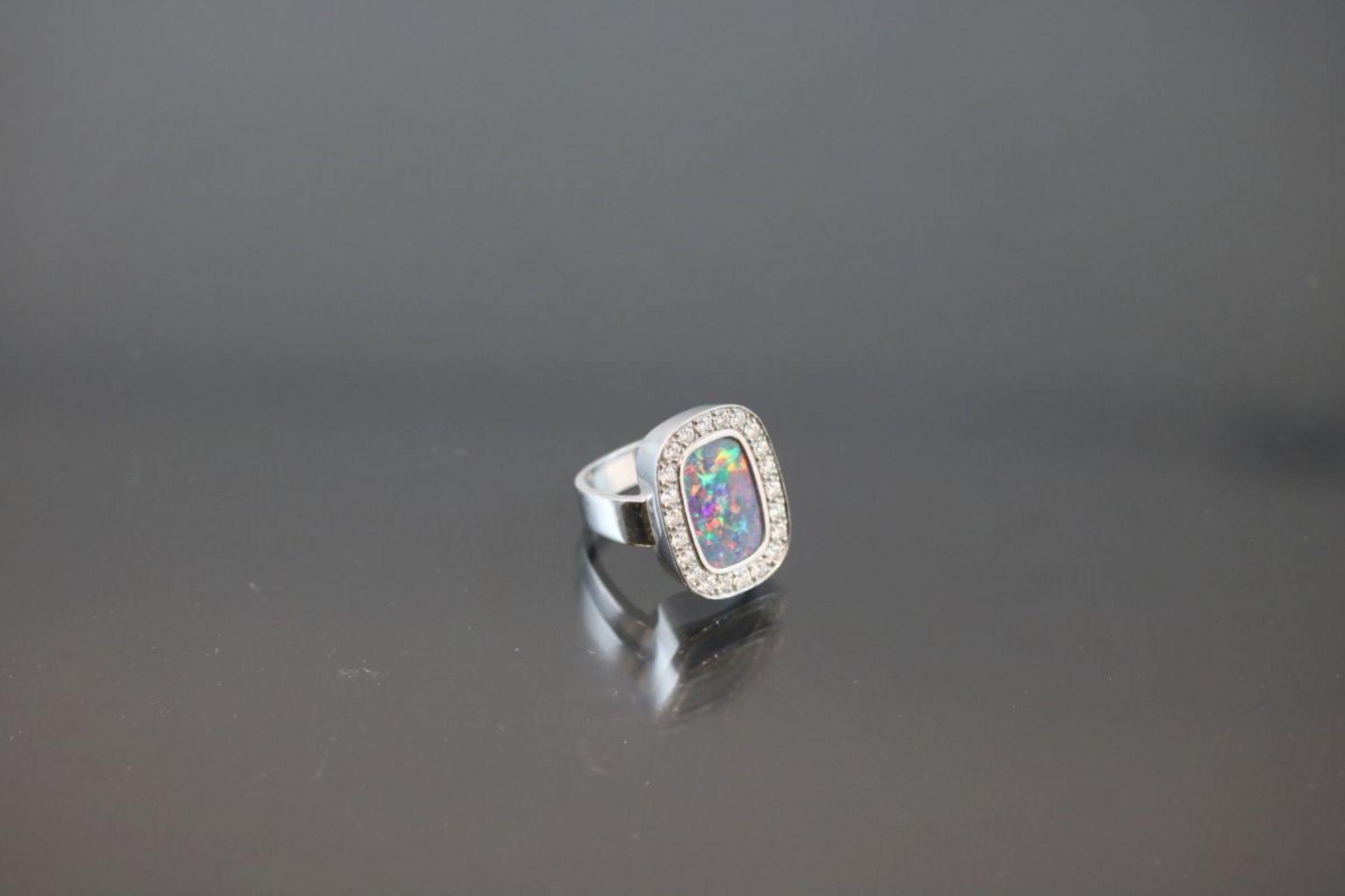 Opal-Brillant-Ring, 750 Weißgold11,3 Gramm 22 Brillanten, 0,66 ct., tw/vsi. Ringgröße: - Bild 2 aus 3