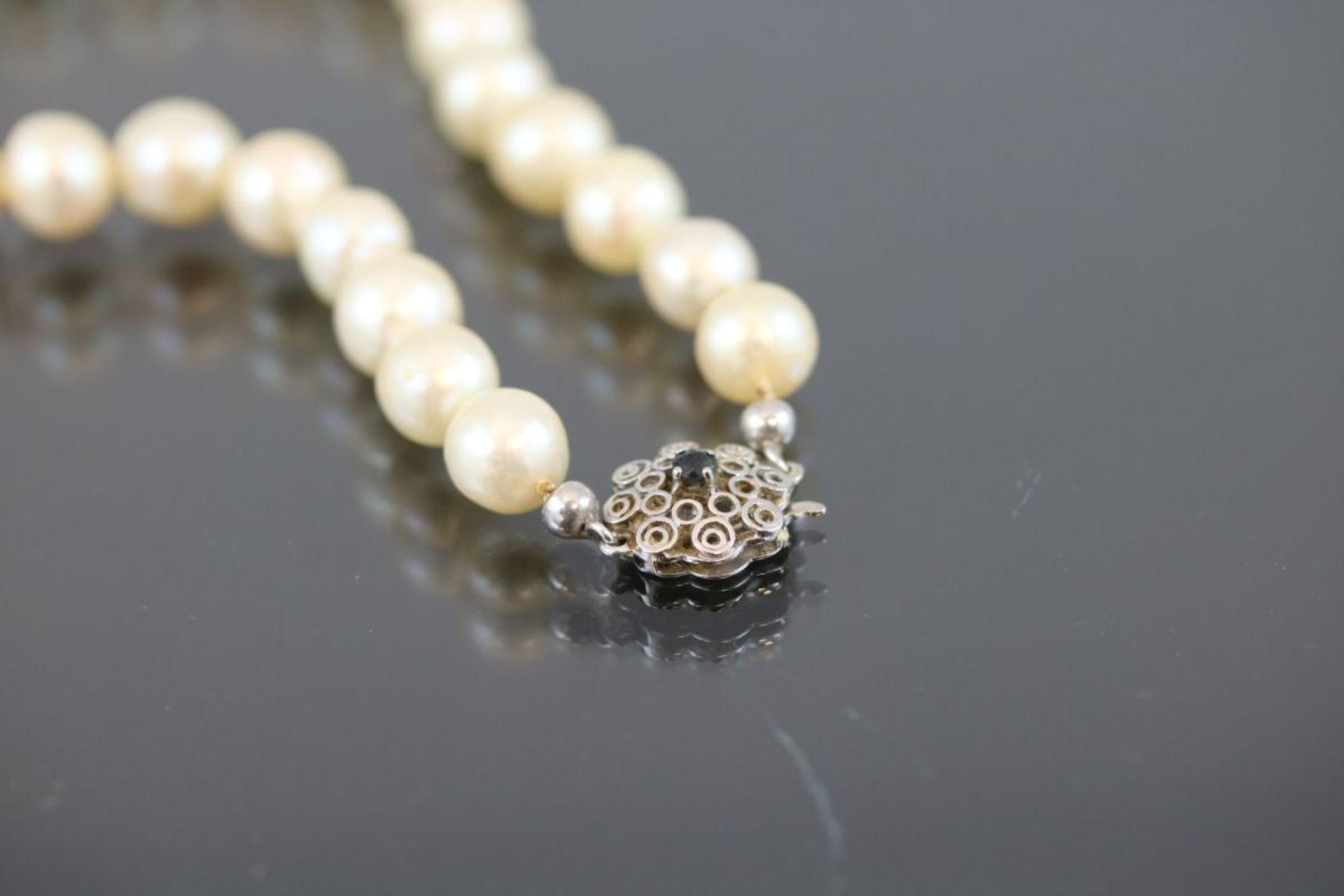 Perlkette, 585 Weißgold48 Gramm Süßwasserperlen, Länge: 45 cm Schätzpreis: 600,-