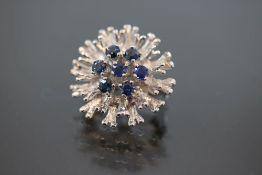Saphir-Perlenverkürzer, 585 Weißgold4,12 Gramm 7 Saphire, ca. 0,30 ct., blau. Schätzpreis: 800,- - -