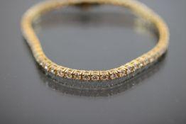 Tennis-Armband, 750 Gelbgold12.,3 Gramm 57 Brillanten, 5,1 ct., w/si. Länge: 18,5 cm Neu/Design by
