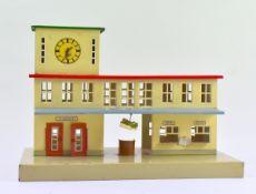Bahnhof, gem.Kibri um 1950, Blech lithografiert, bewegl.Türen, Uhrenturm, Zeitungshalter, sehr guter