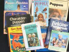 Konvolut Puppen-Fachliteratur 12 Teile: Ciesliks Preisführer 1993/94, Zelluloid-Puppen A.Lipinski,