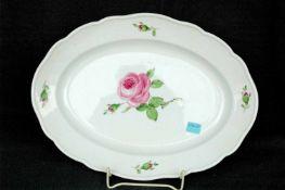 Schwerter-Meißen: ovale Platte, rosa Rose, l= 34,5 cm, 2 Ätzstriche