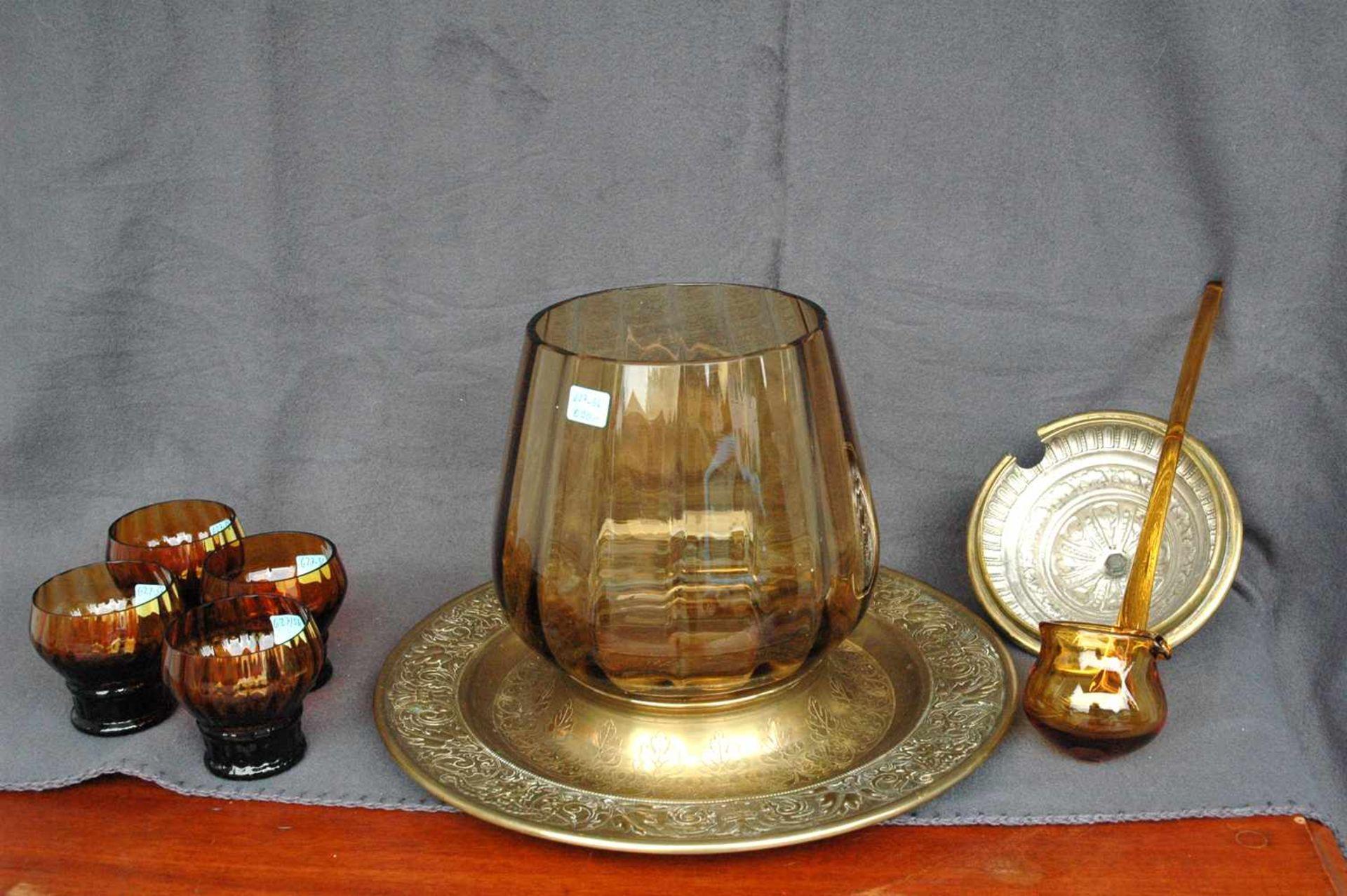 Bowlengefäß, Messing, bernsteinfarbenes Glas mit vier Gläsern - Bild 2 aus 5