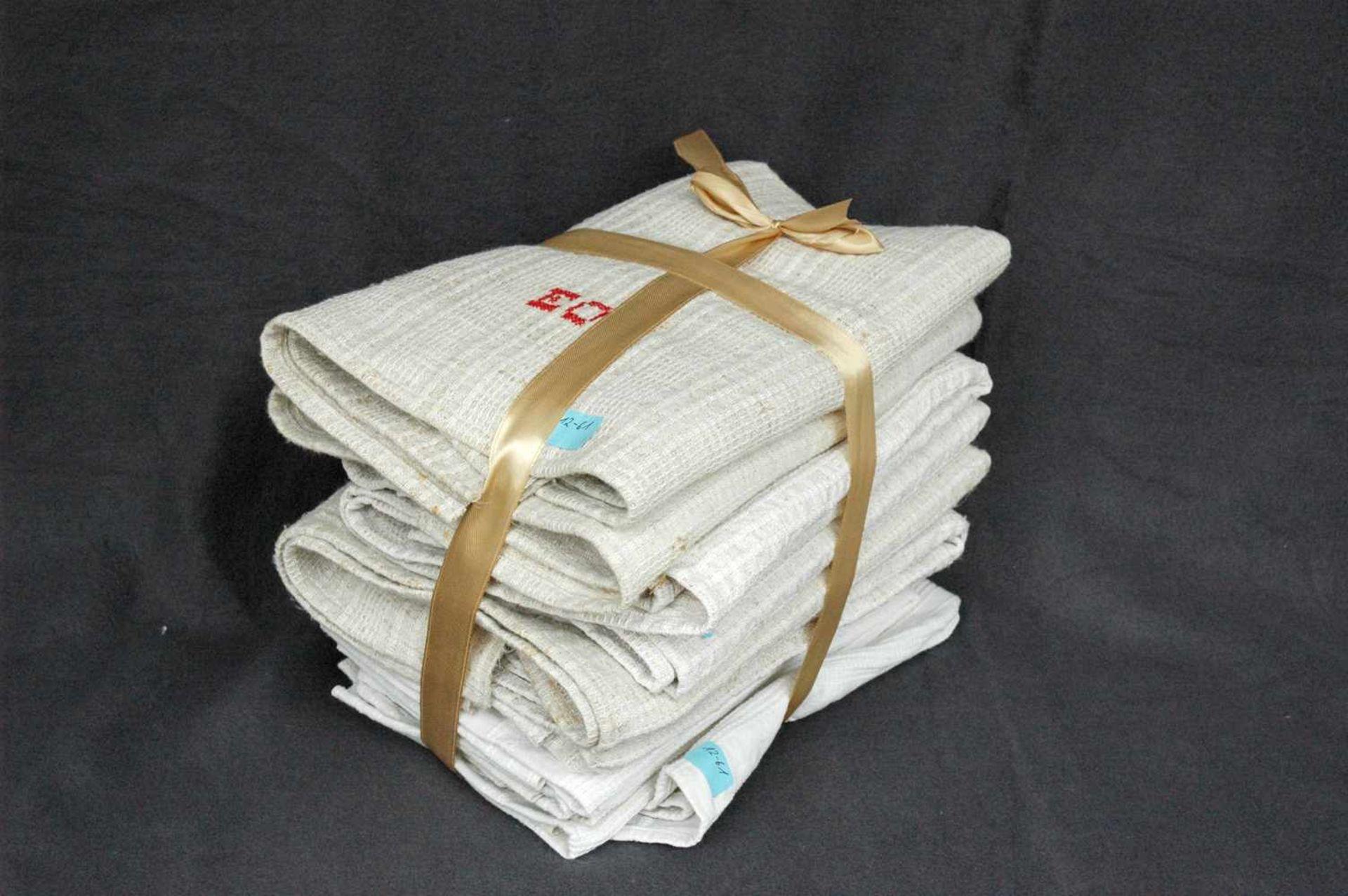 11 Leinen-Handtücher: 6 grobe, rotes Monogramm EO5 feine, Streifen, rotes Monogramm EO - Bild 4 aus 4
