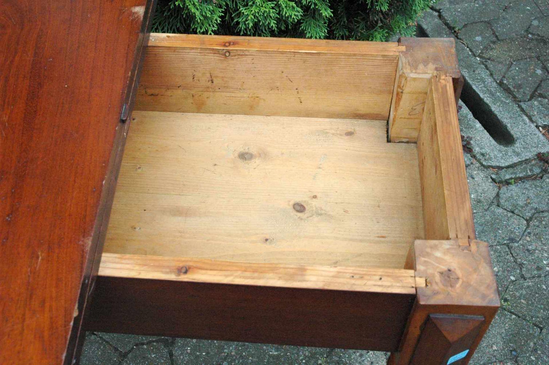 Spieltisch, Gründerzeit, Platte mit leichten Schäden, h= 76 cm - Bild 4 aus 5