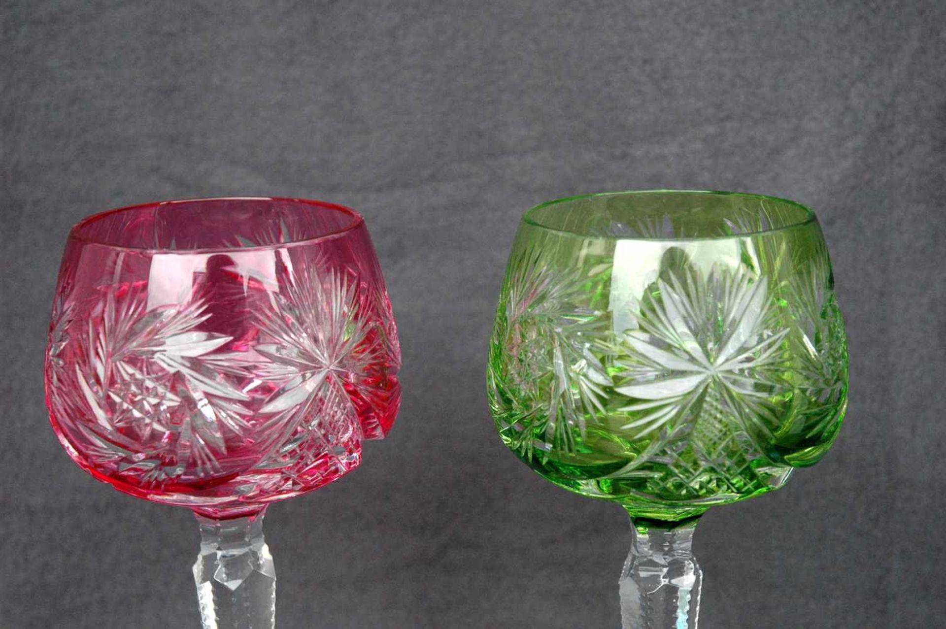 2 Weinrömer, geschliffen, Kelch grün bzw. rosafarben - Bild 2 aus 3
