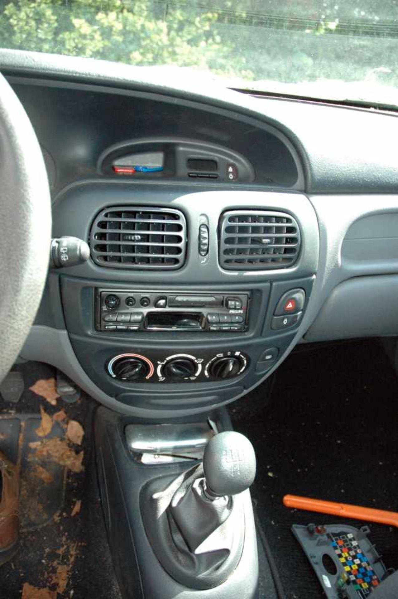 PKW, Renault Megane, EZ 06/99, schwarz - Bild 5 aus 10