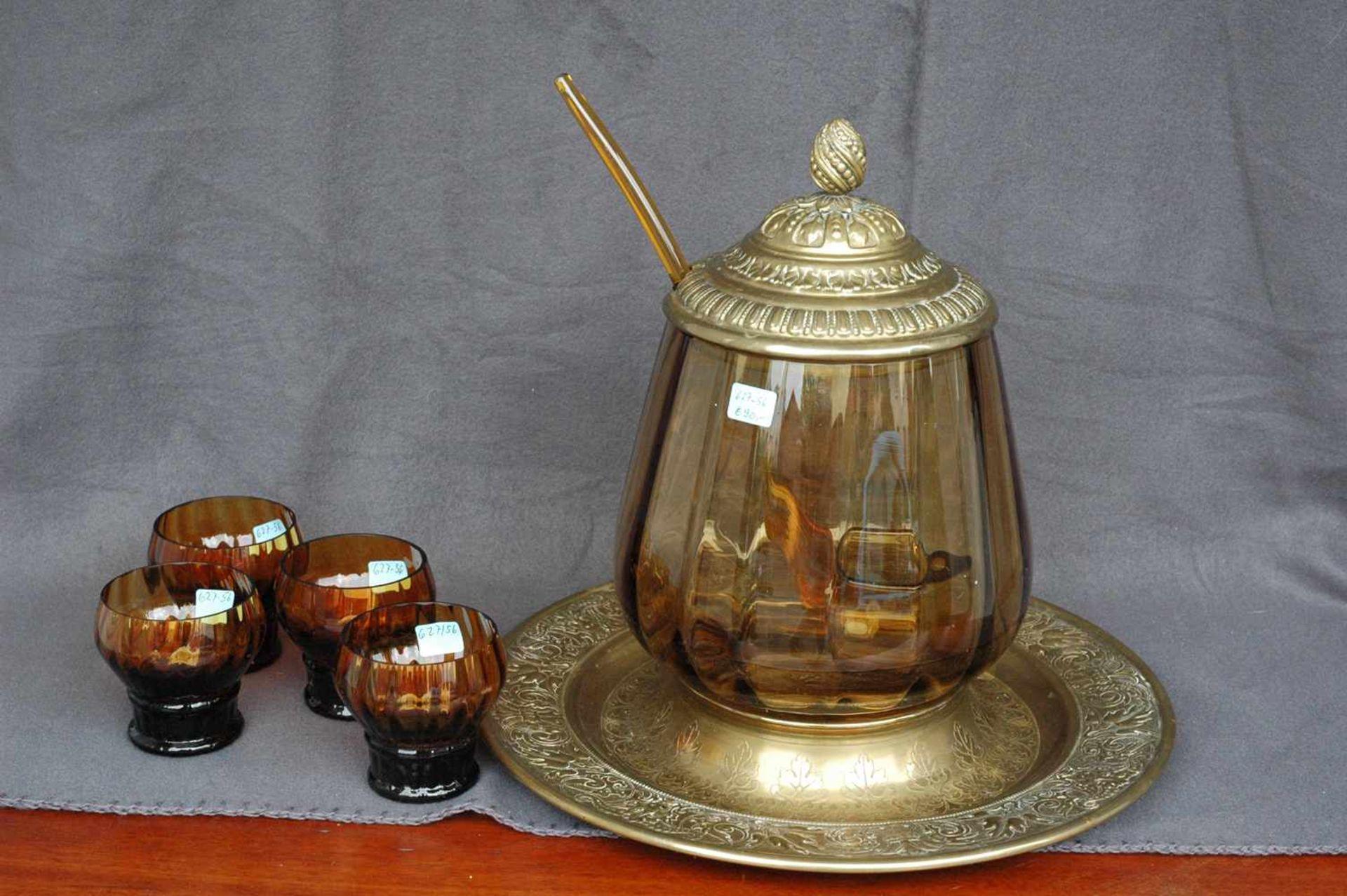 Bowlengefäß, Messing, bernsteinfarbenes Glas mit vier Gläsern