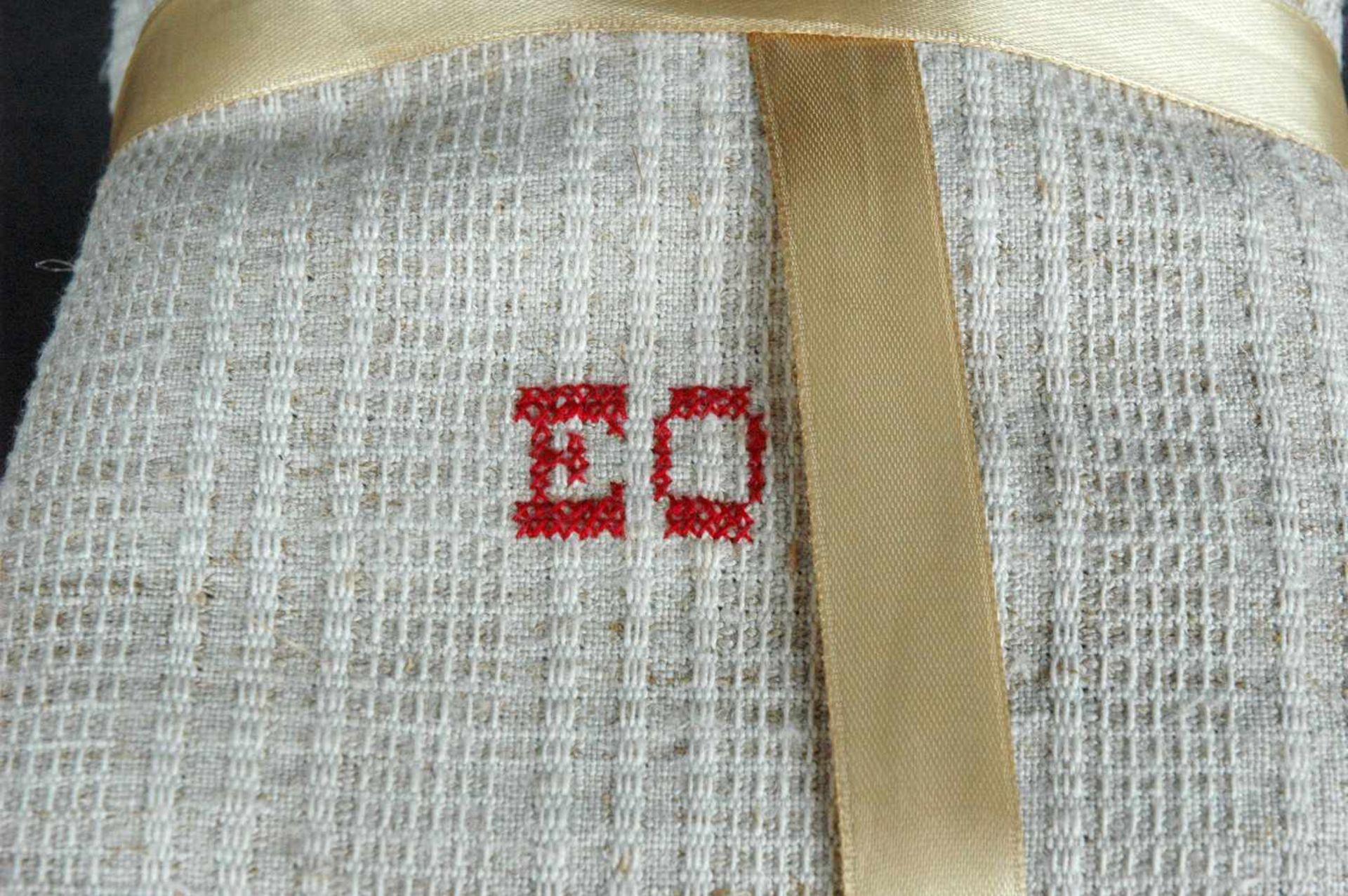 11 Leinen-Handtücher: 6 grobe, rotes Monogramm EO5 feine, Streifen, rotes Monogramm EO - Bild 2 aus 4