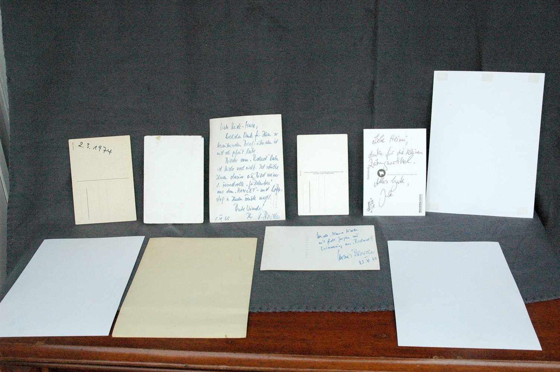 7 Autogramm-Karten: Kevin Johnson, Amadeus August, 2x ?, Wolfgang Völz, Catharine Weyer (?), Julia - Bild 2 aus 2