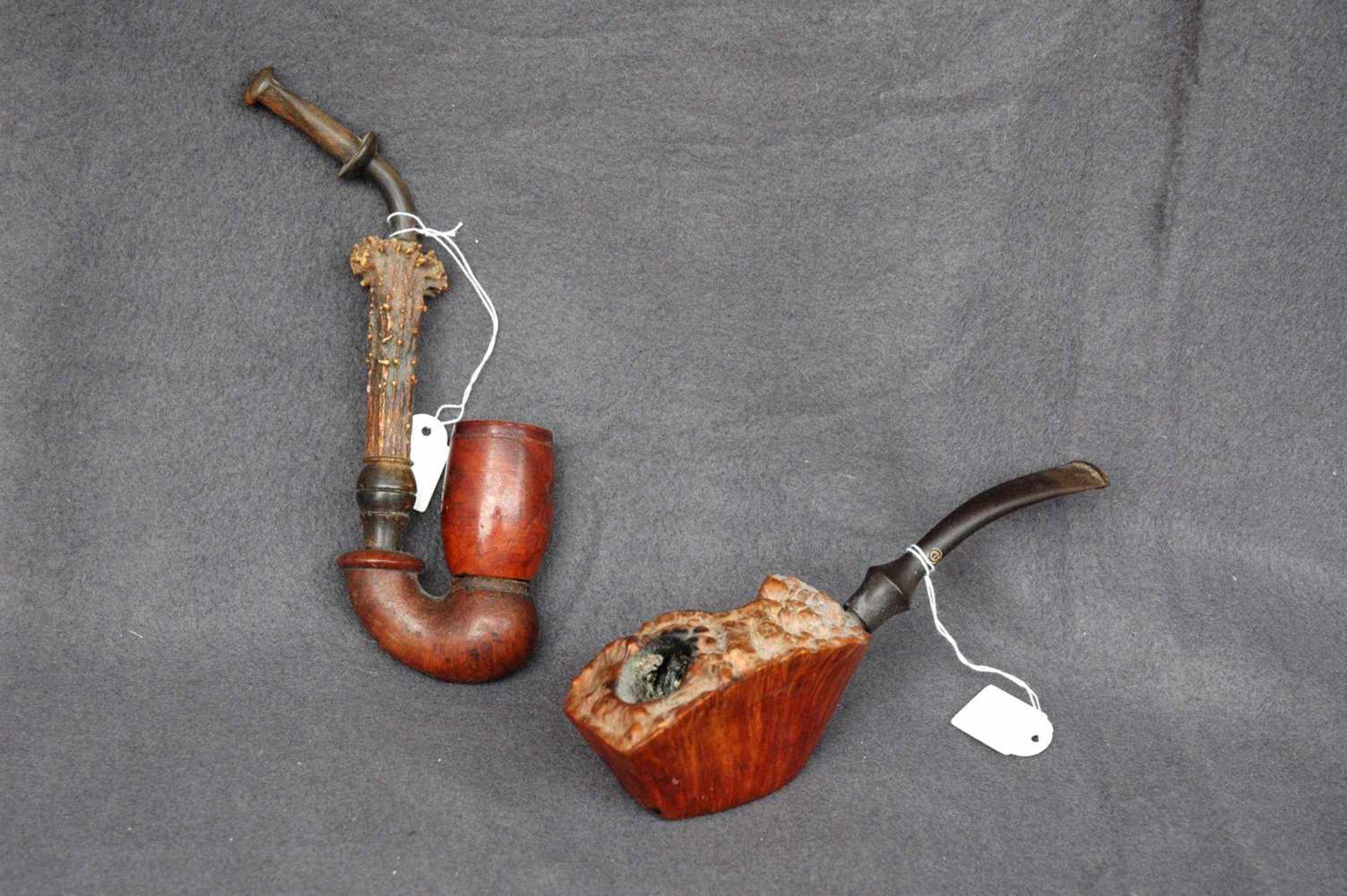 Zwei Pfeifen: Jägerpfeife, Holz und Gehörn; gr. Bruyere-Stück (ca. 9 x 5 cm)