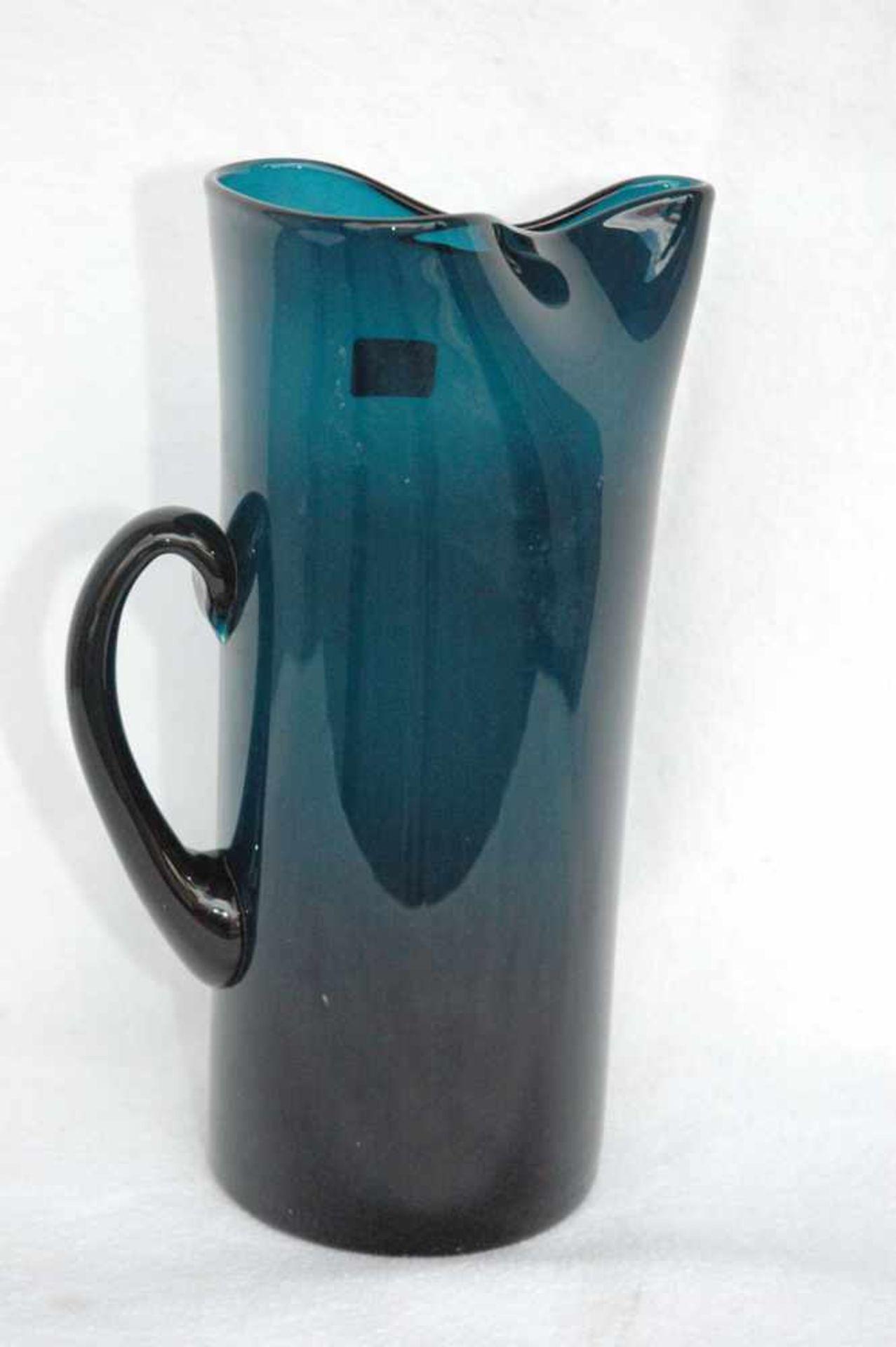 Blaue Glaskanne, Abriß ausgeschliffen, Günche gedrückte Form, h= 25 cm