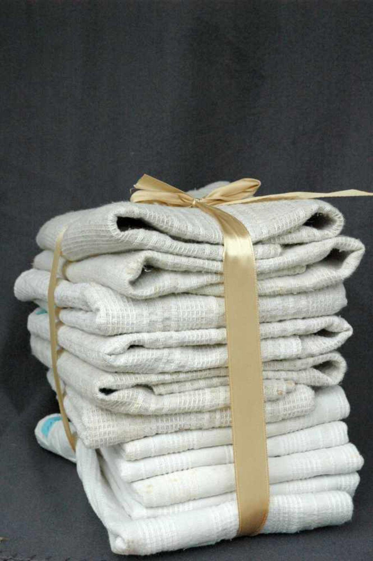11 Leinen-Handtücher: 6 grobe, rotes Monogramm EO5 feine, Streifen, rotes Monogramm EO