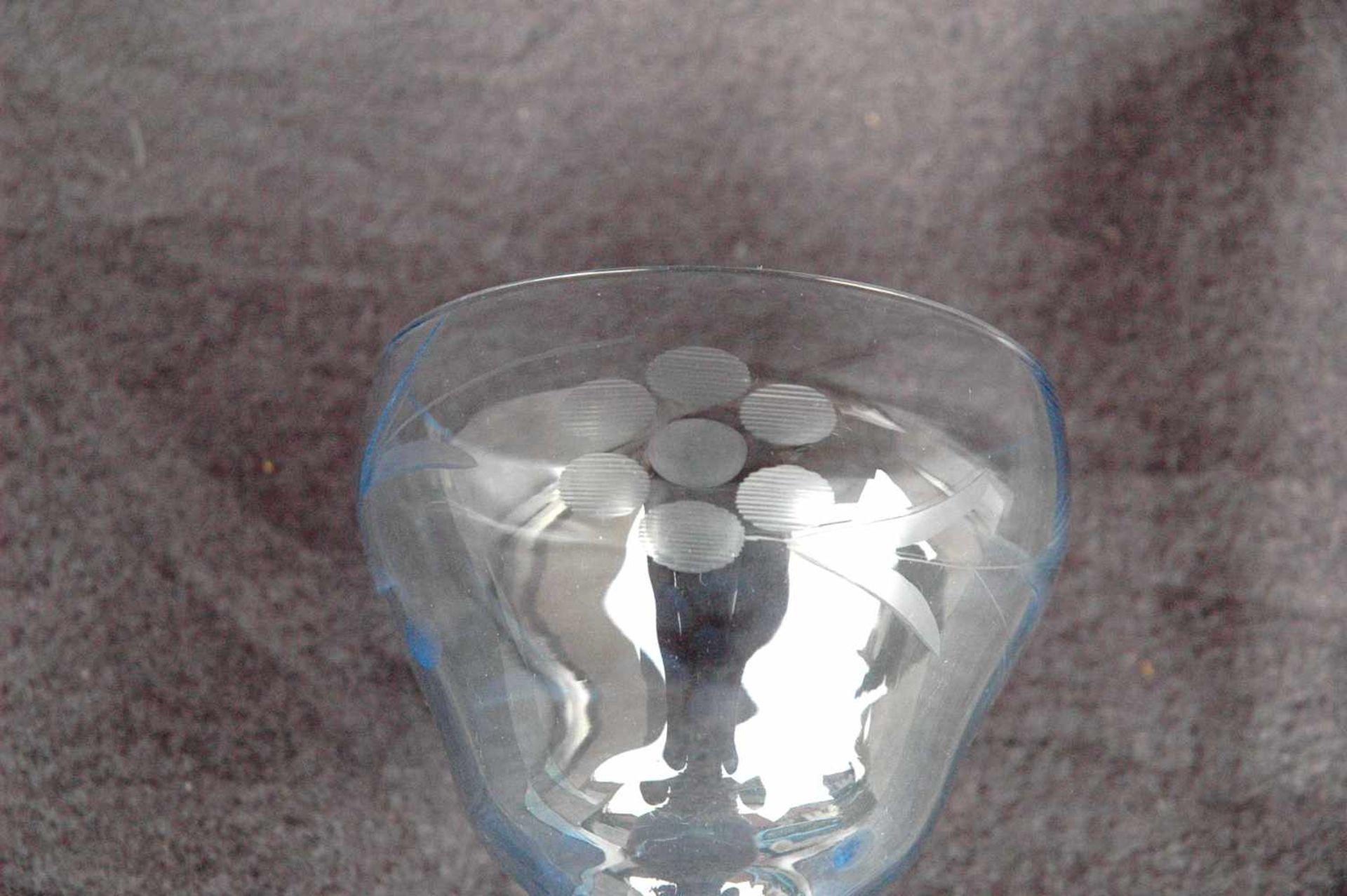 Weinglas, 20er Jahre, geätzt und geschliffen, Kelch blau - Bild 2 aus 2