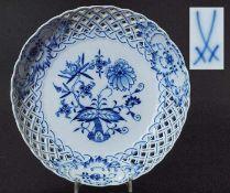 Durchbruchschale. MEISSEN.Durchbruchschale. MEISSEN, Marke nach 1934, 1. Wahl. Kobaltblaue